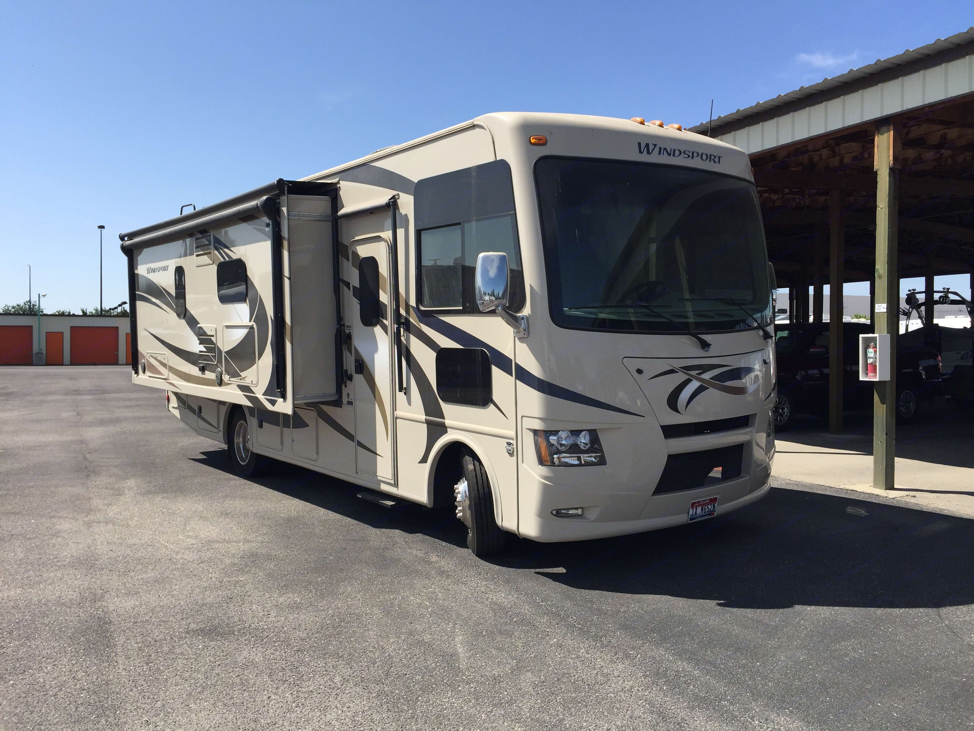 slide out view. Thor Motor Coach Windsport 2015