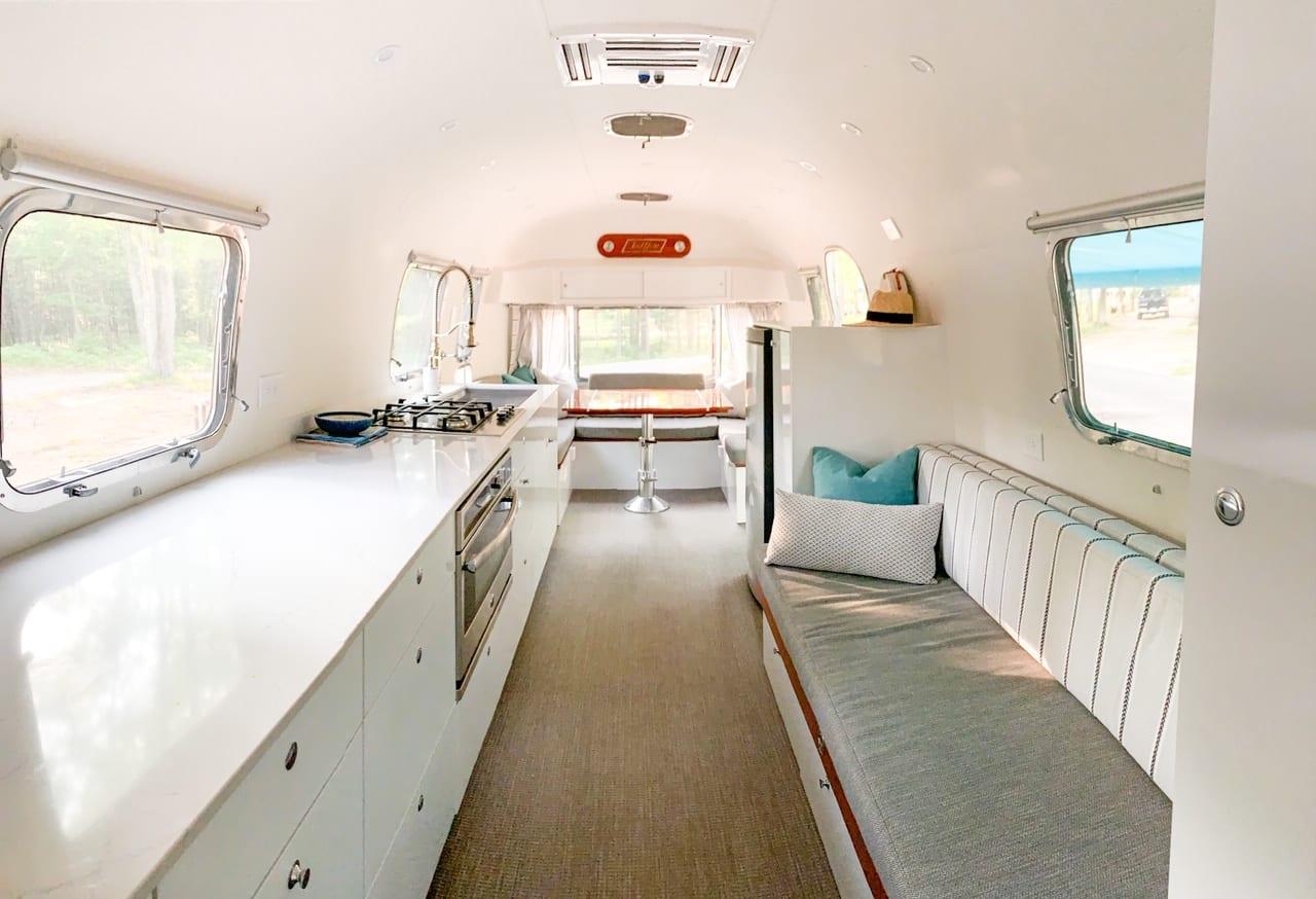Airstream Land Yacht 1971