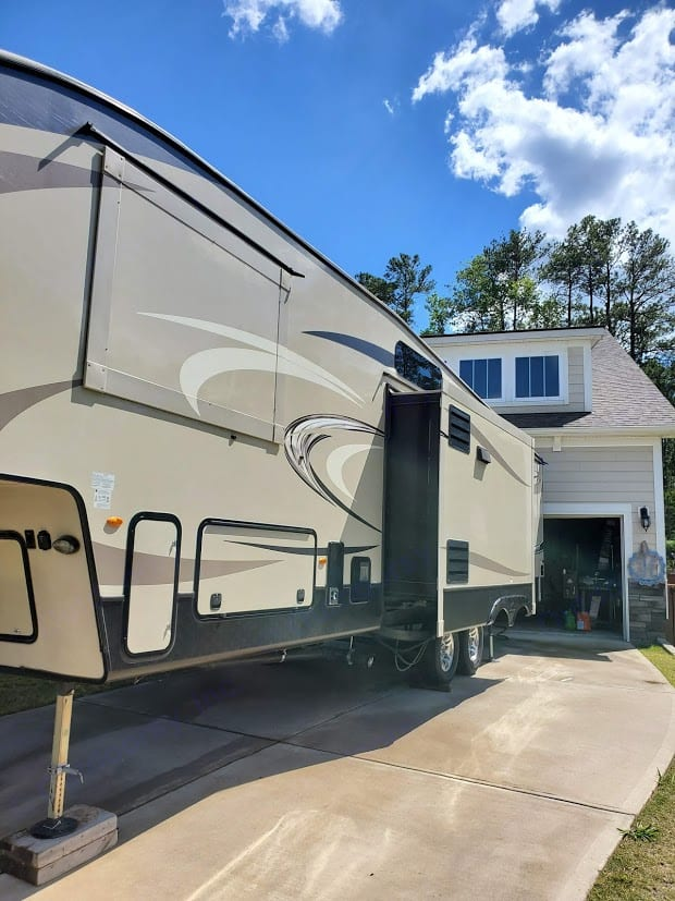 Side-view with bunk house out. Keystone Cougar 2017
