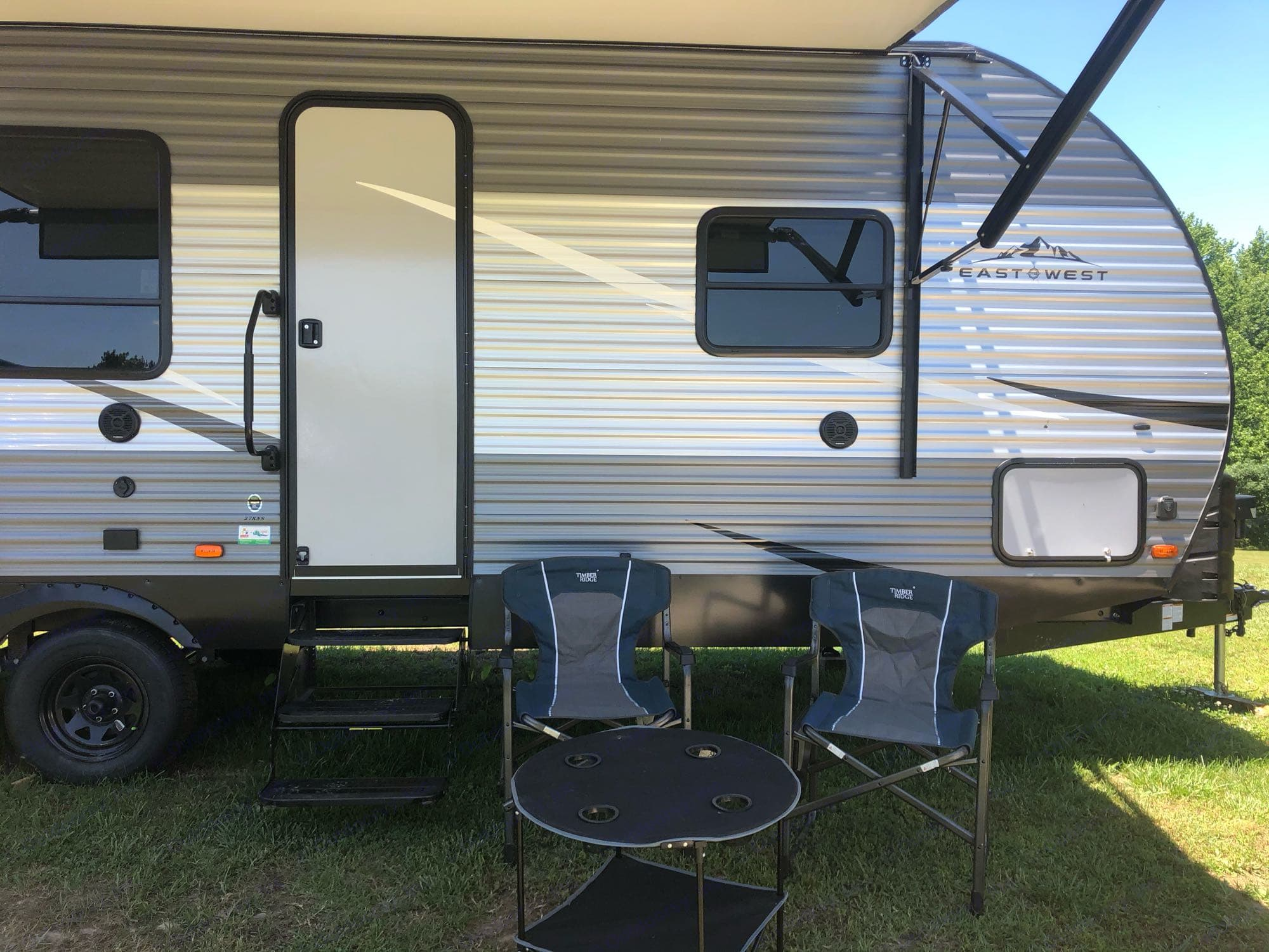 Chairs/Awnings/Table. East West - Silver Lake Silver Lake 27KNS 2020