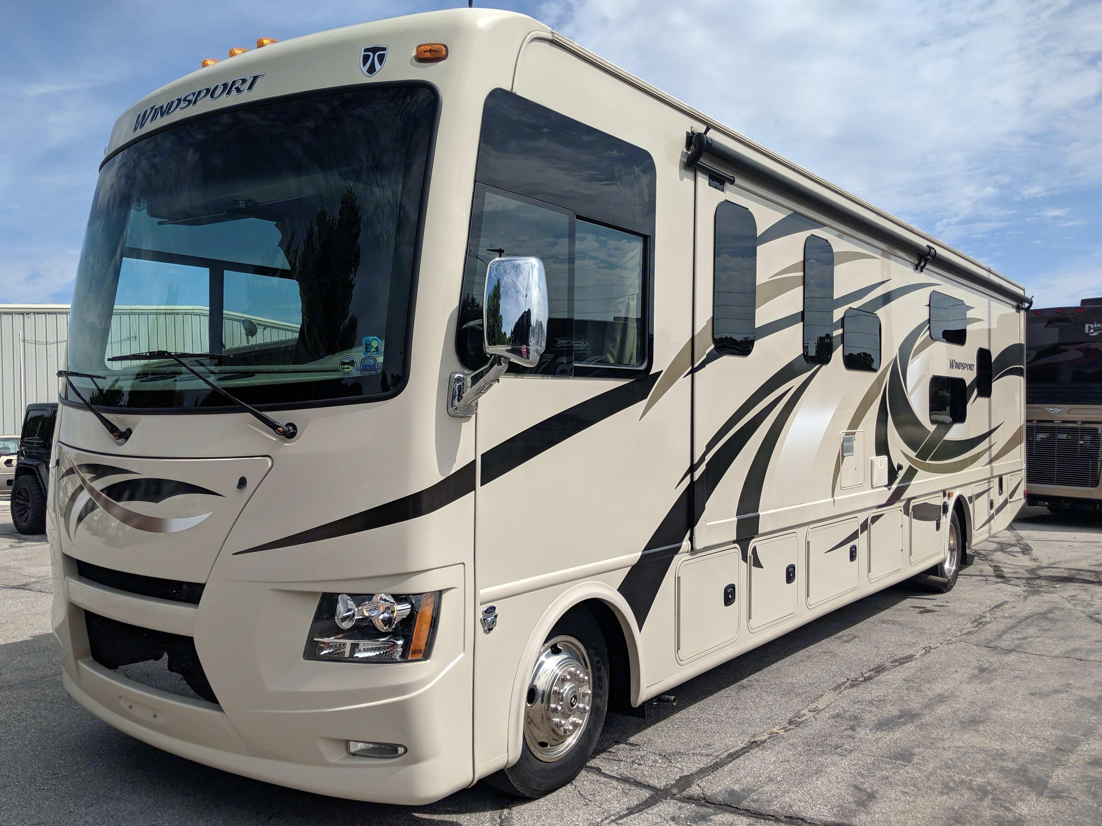 RV Exterior. Thor Motor Coach Windsport 2016