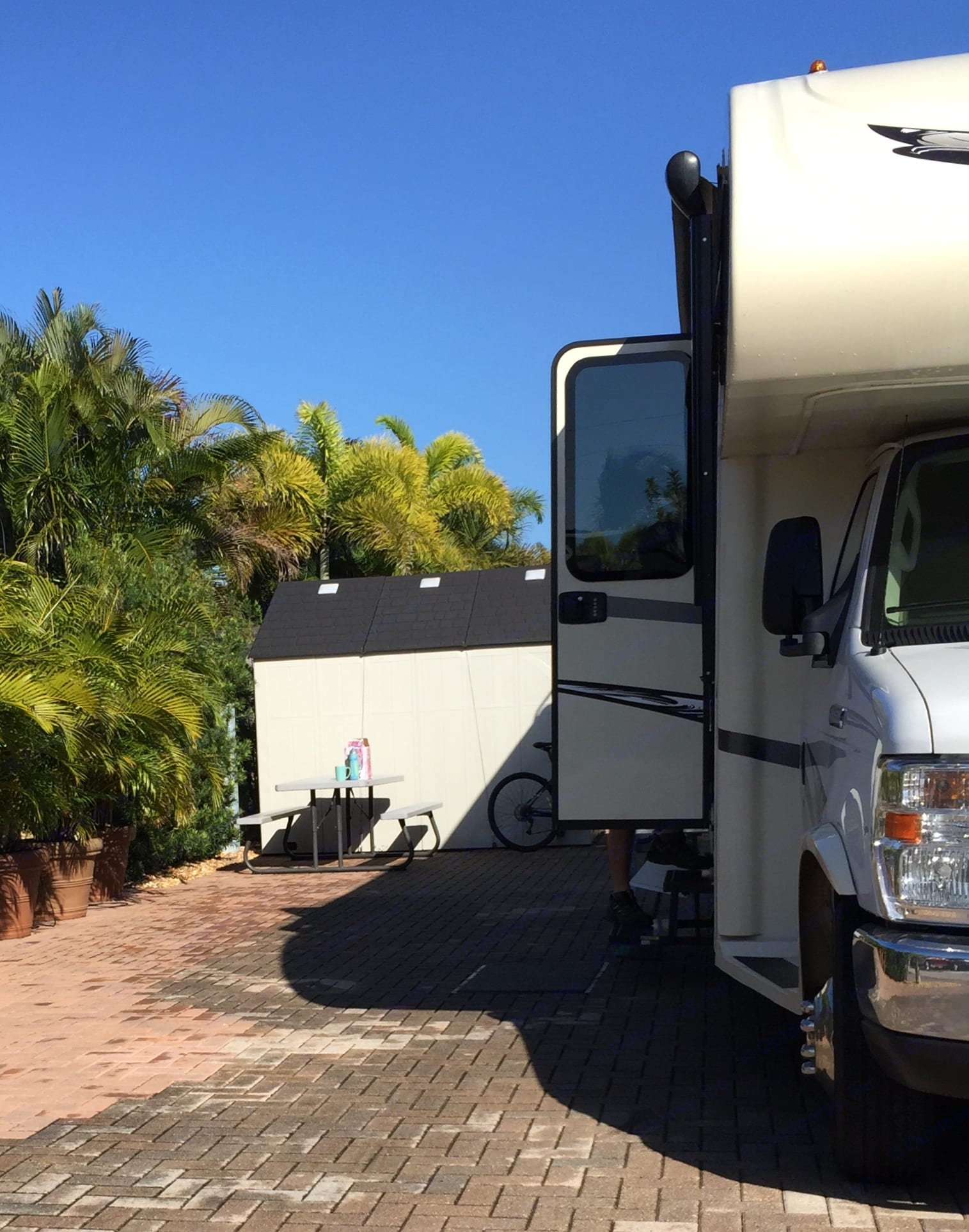 Spacious camp site in Florida. Jayco Greyhawk 2017