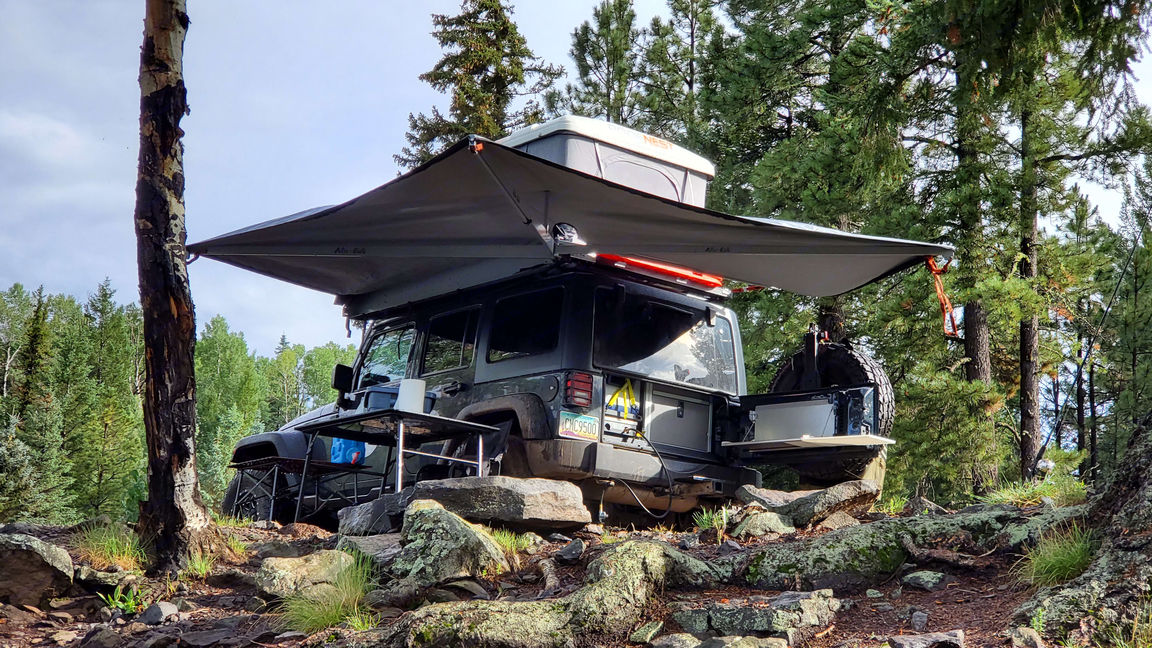 Large 270 degree awning can be expanded in 15 seconds and provides ample shelter from the sun and rain.. Jeep Wrangler Unlimited 2016