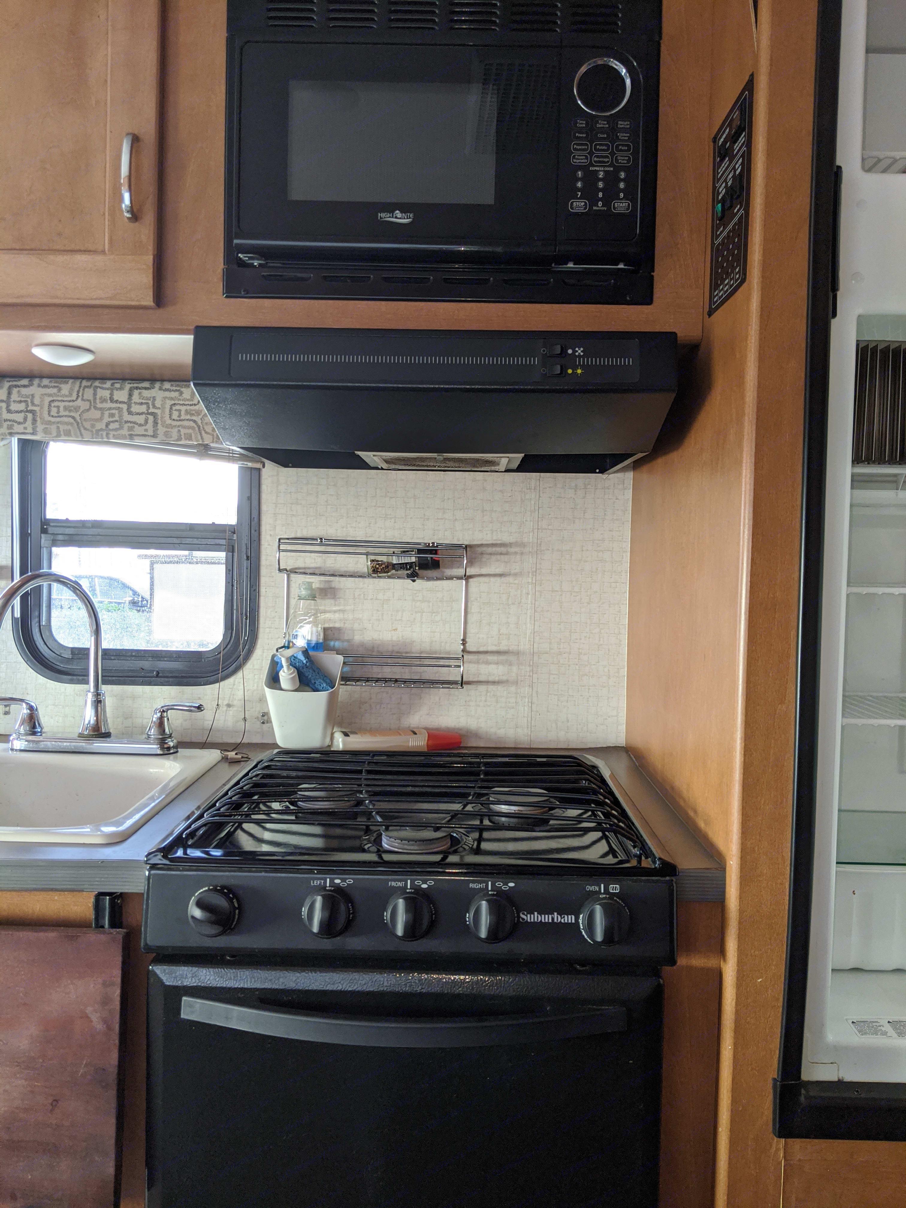 Gas Burner/Oven/MIcrowave/Big Refrigerator. Winnebago Minnie 2017