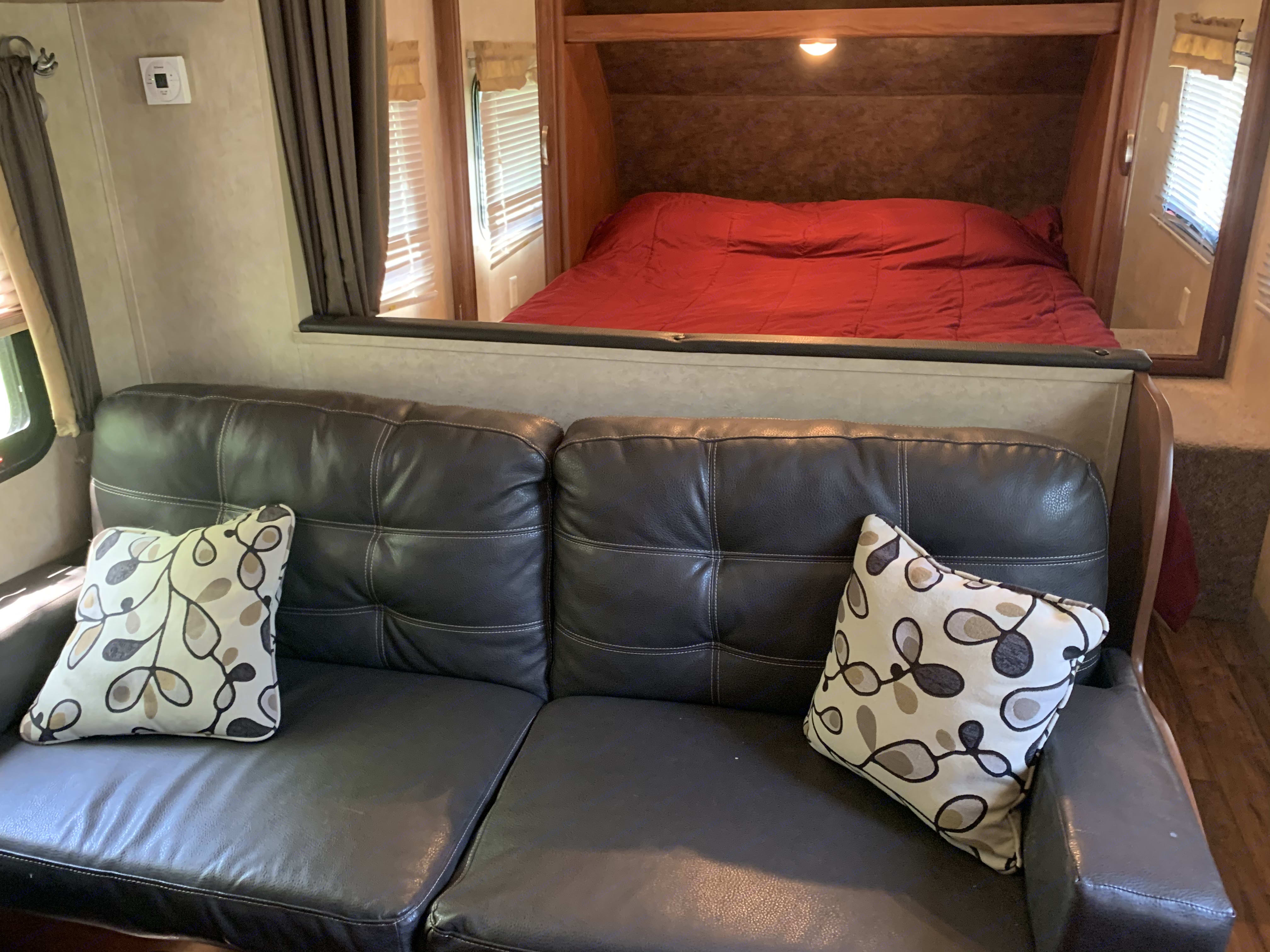 Sofa folds into bed for 2.. Forest River Cruise Lite 2015