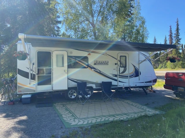 27' Lance travel trailer ready for use!. Lance 2285 2011