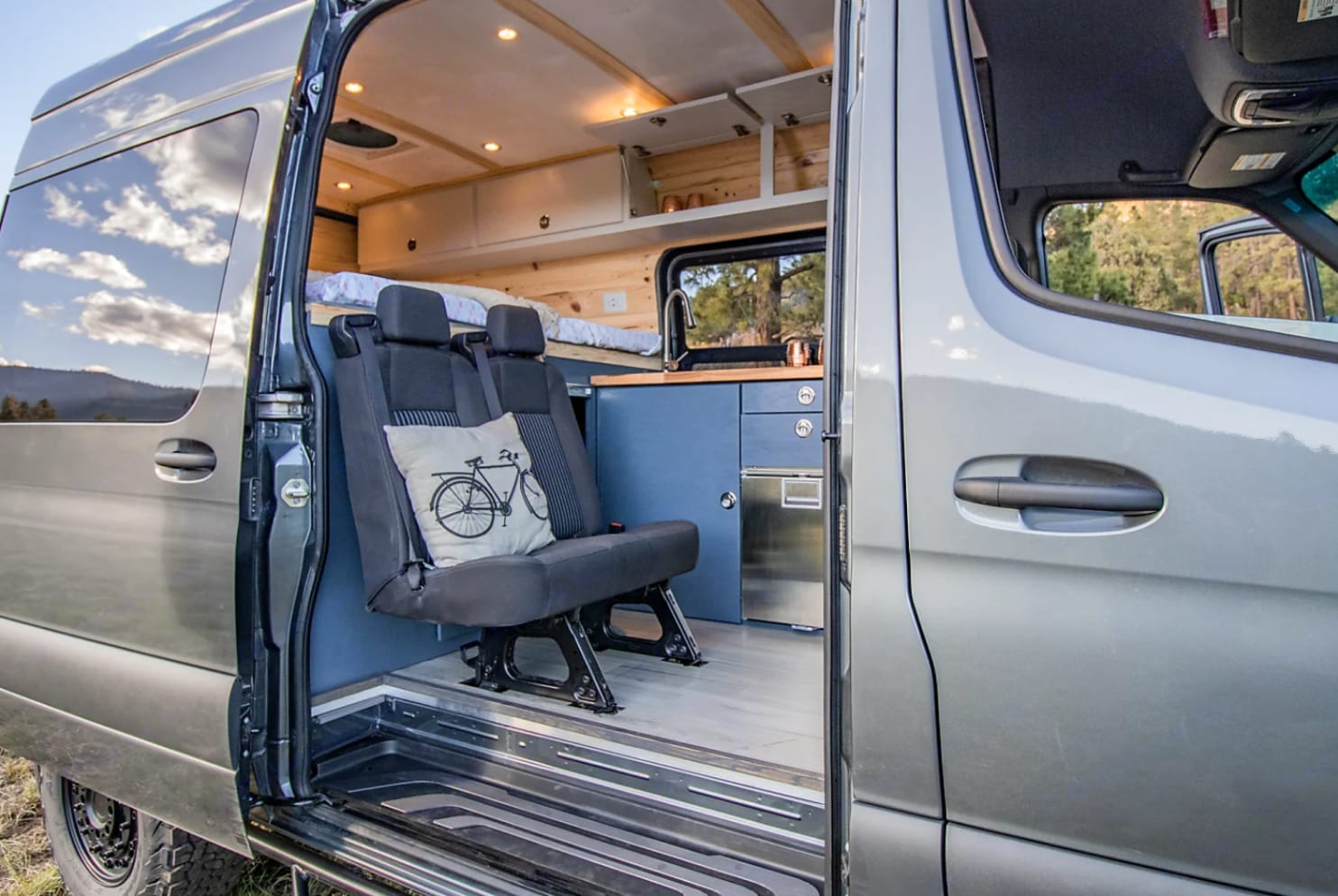 Seating for up to four!. Mercedes-Benz Sprinter 2019