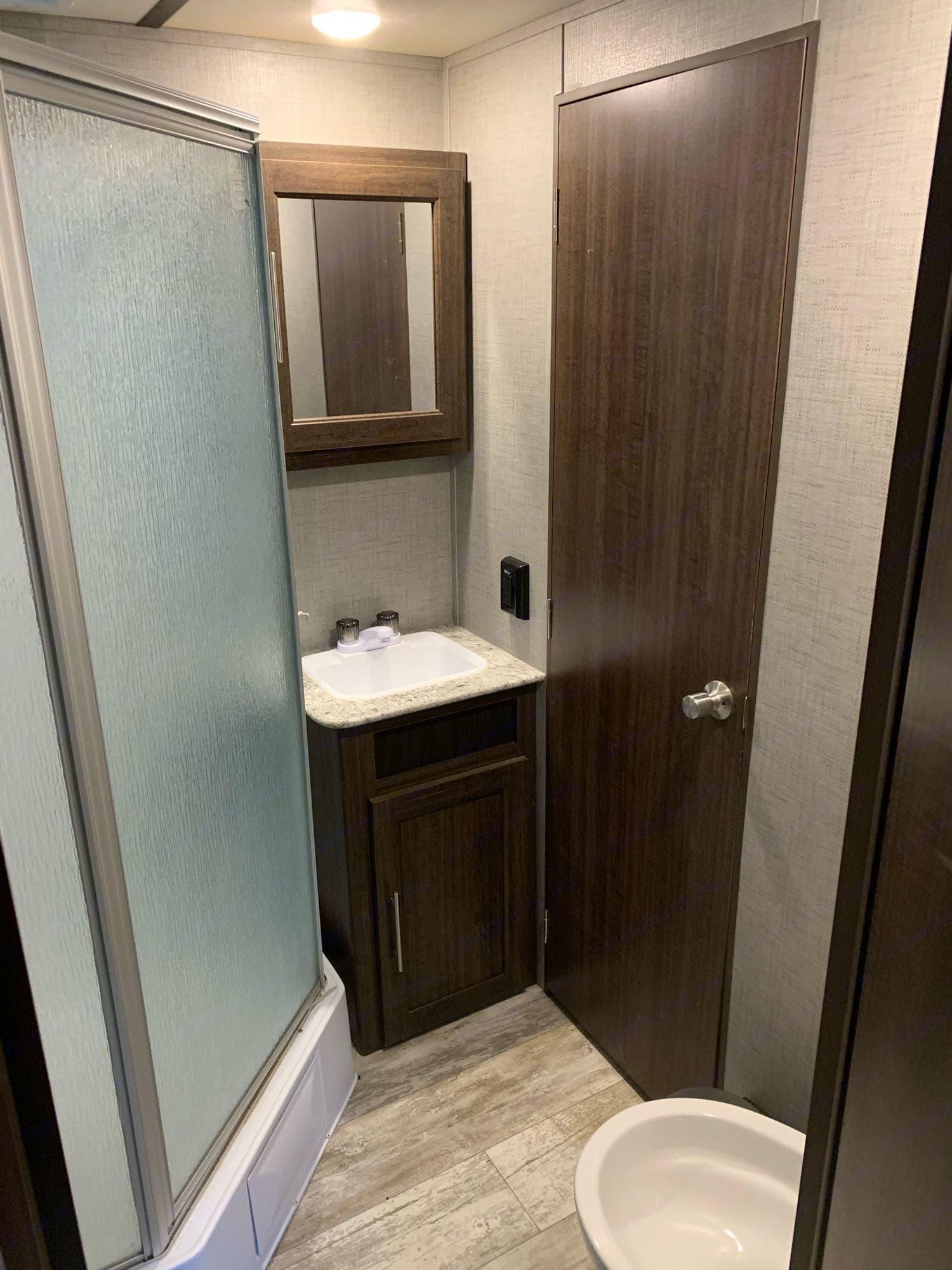 bathroom. Crossroads Zinger 2019