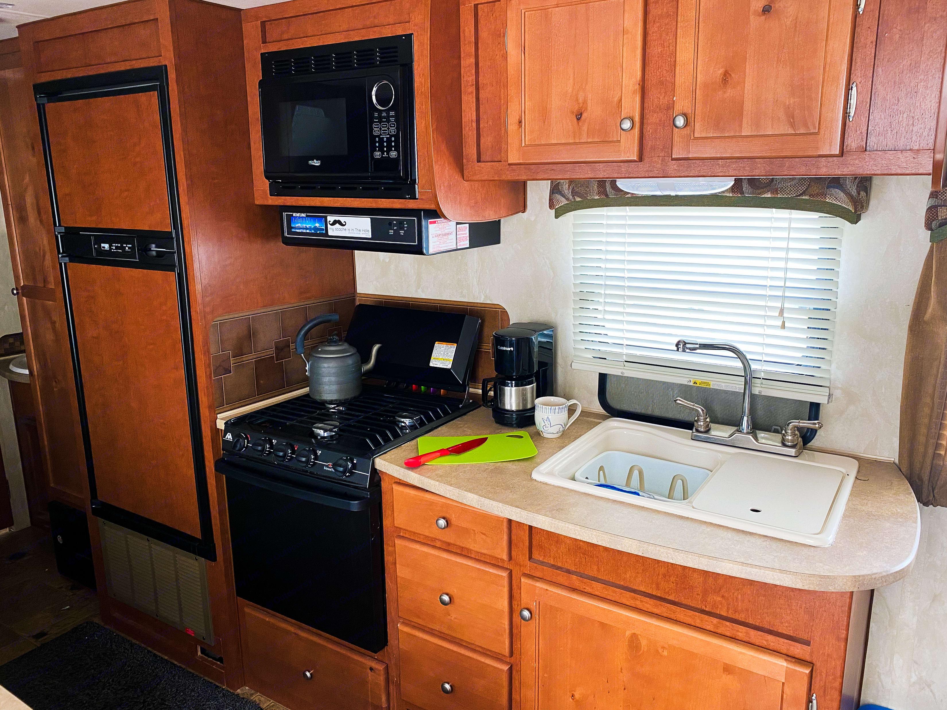 Freezer, Fridge, microwave, stove and double sink.. Northwood Mfg Nash 2013