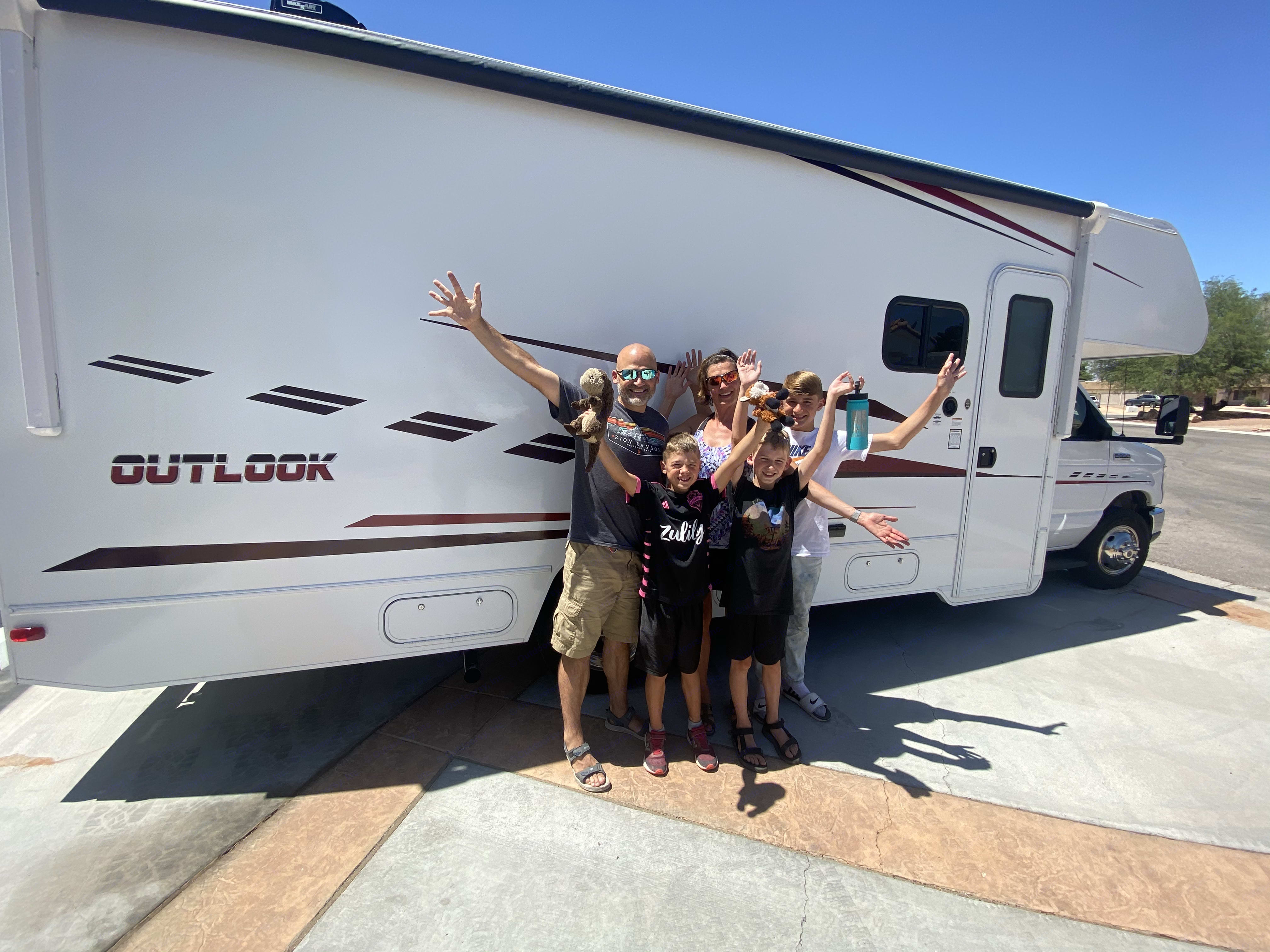 Perfect for Families! These were my first renters and went on a 10 day adventure. Both at RV parks and off thegrid!. Winnebago Outlook 25J 2019
