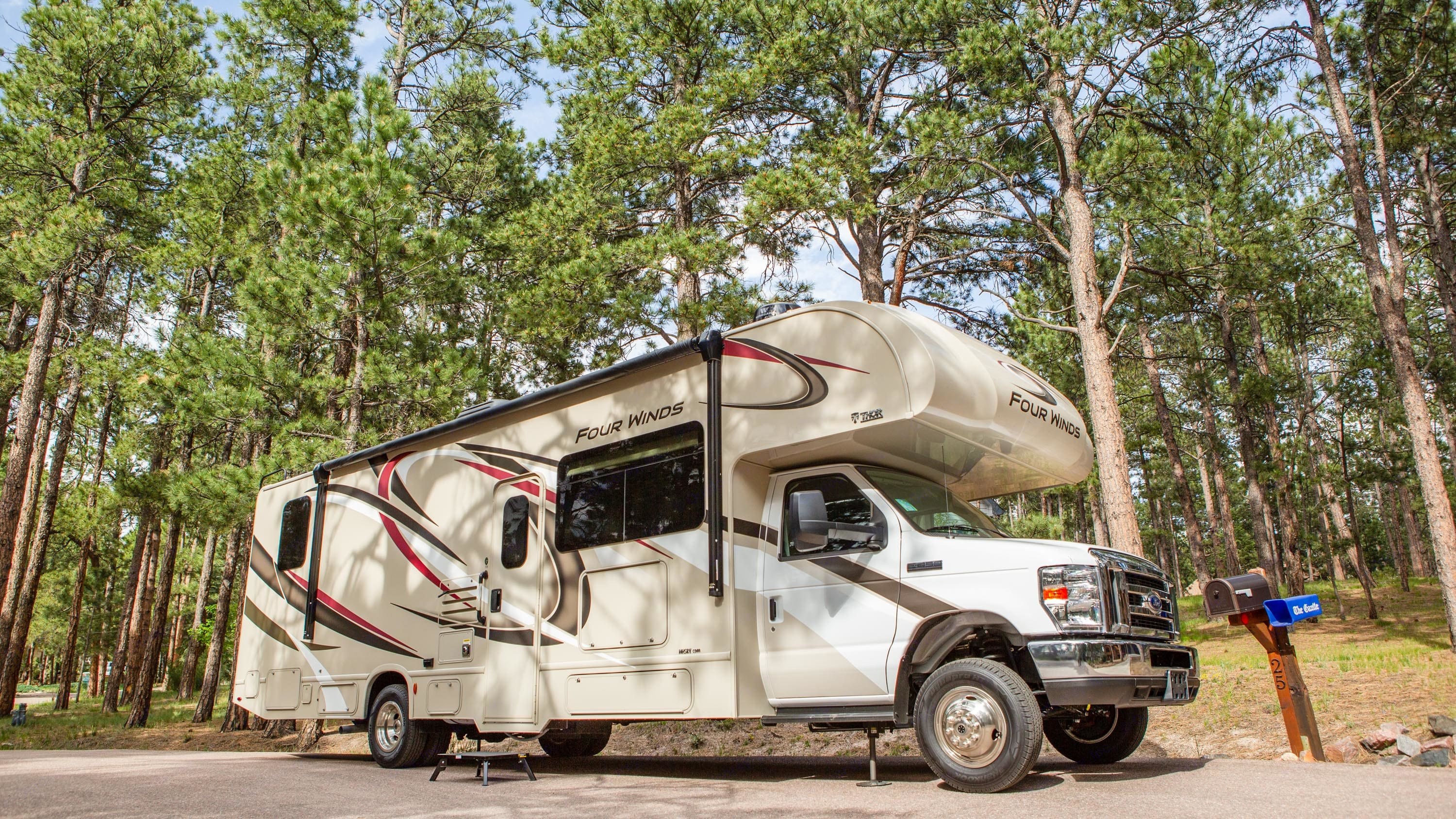 2020 Thor Four Winds, 32 ft purchased new June 2020. Thor Motor Coach Four Winds 2020