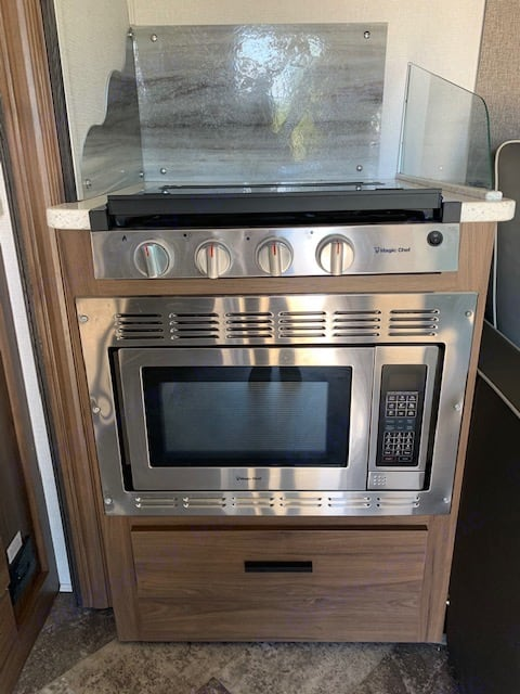 Extremely nice stove and microwave giving you everything you need to make a delicious dinner.. Forest River Forester 2020