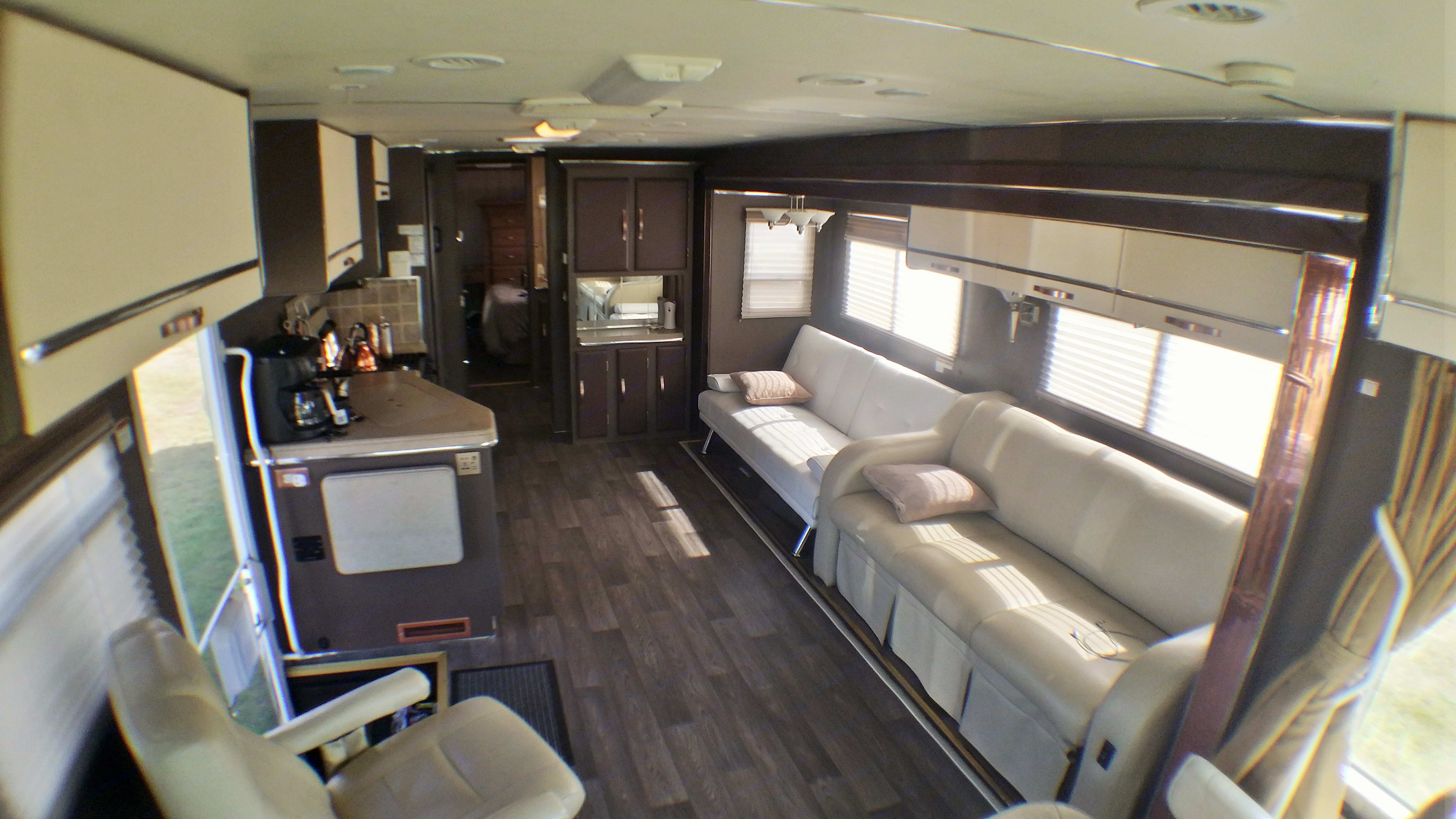there is a dining table just not in pic. Coachmen Santara 3690 2004