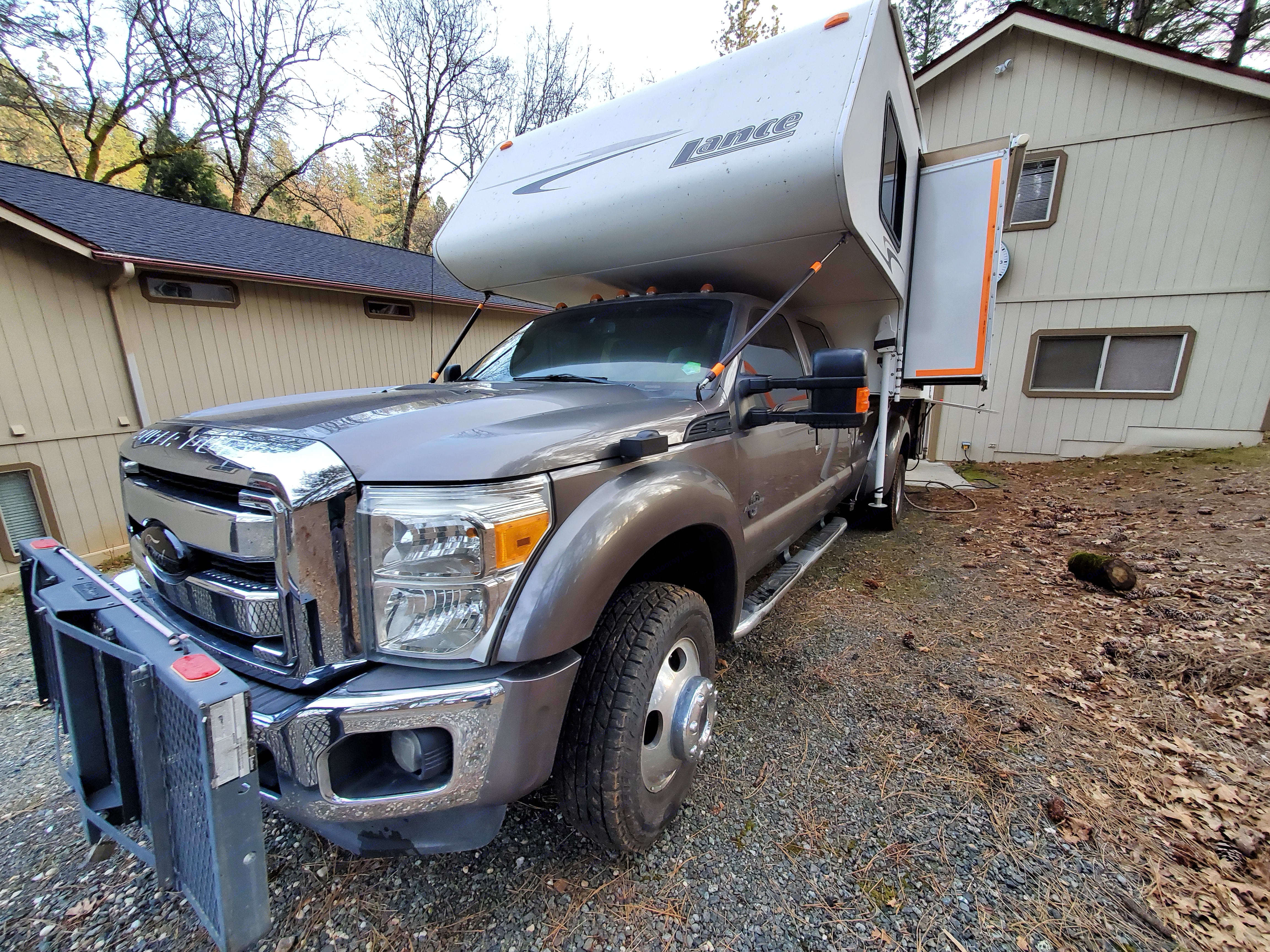 2011 Ford / 2006 Lance Ford F450 / Lance 1191 2011