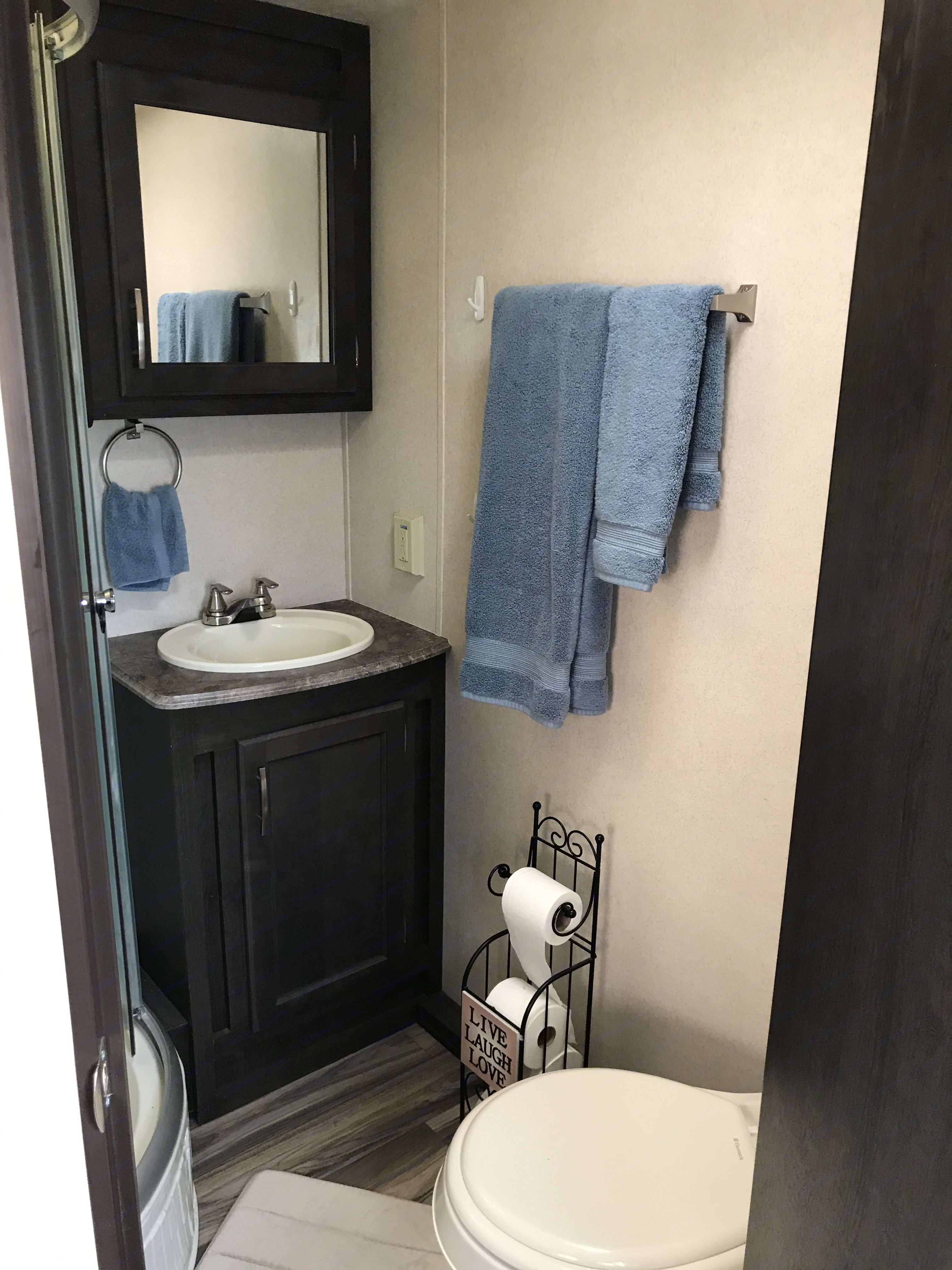Roomy lavitory. ForestRiverEVO EVO 2017