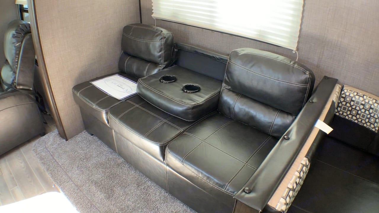Foldout couch. Heartland Trail Runner 2020