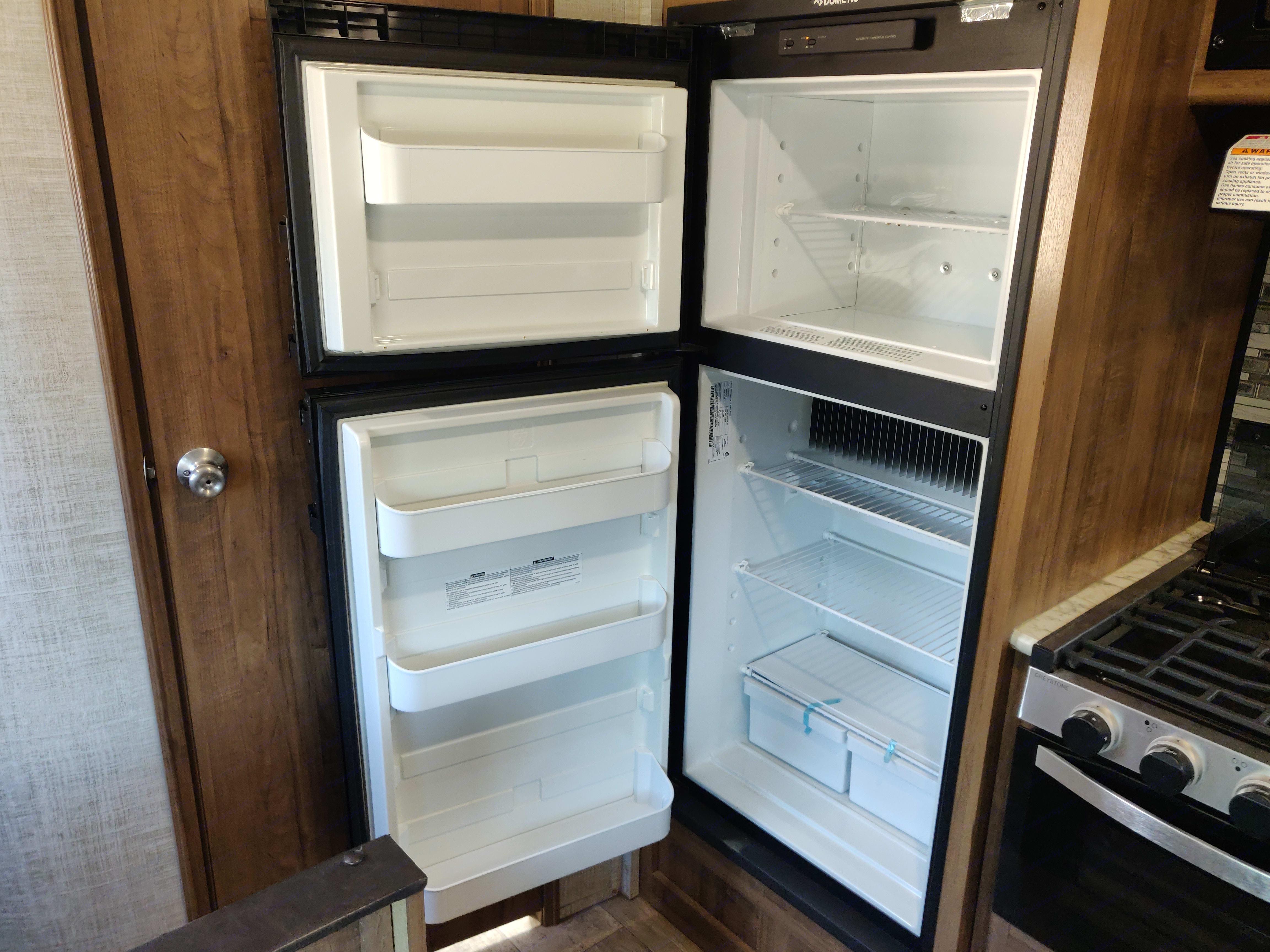 A large fridge/freezer fits your culinary needs.. Gulf Stream Amerilite 218MB 2020