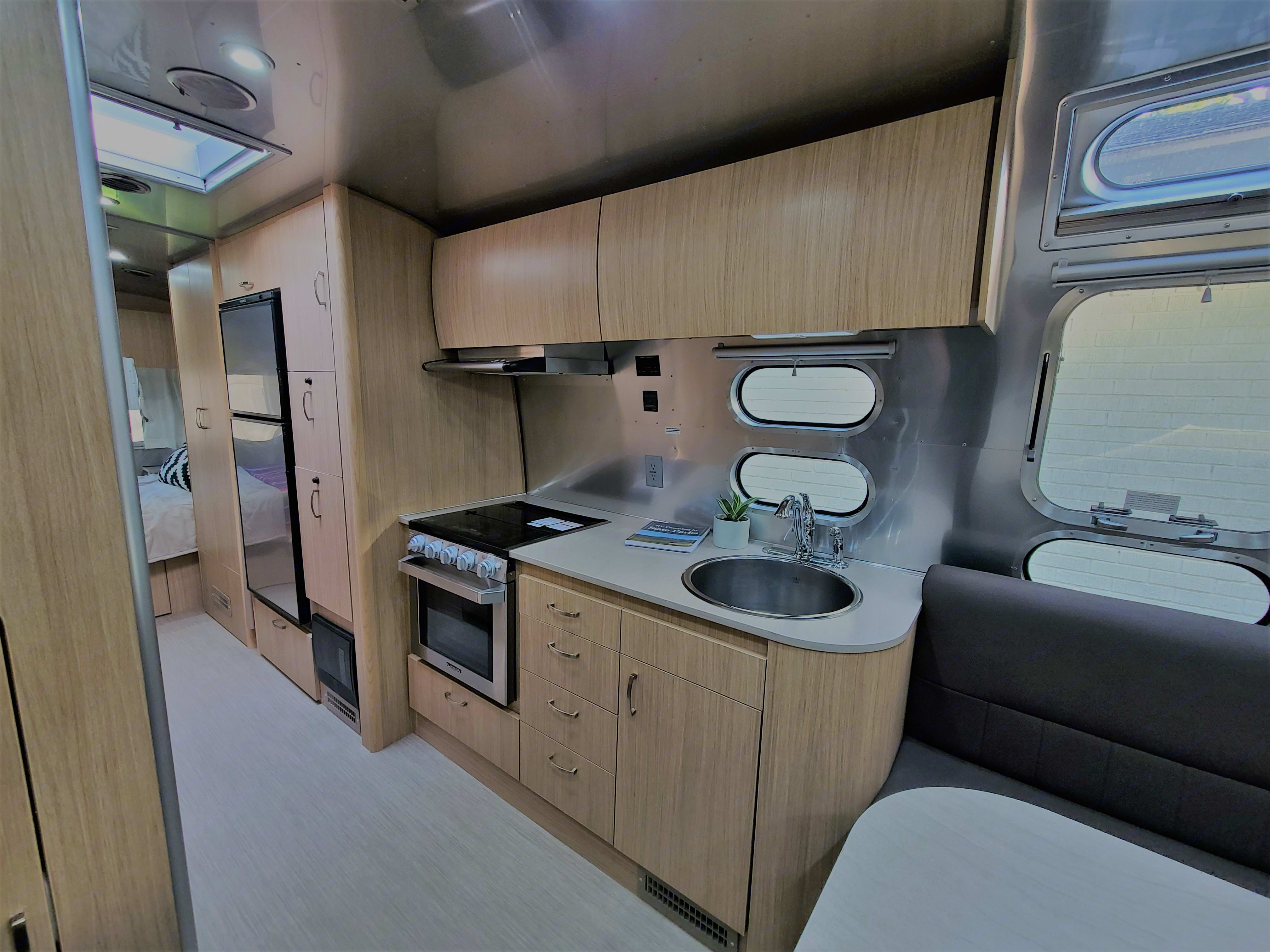 Kitchen. Airstream Flying Cloud 2020