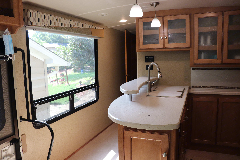 Winnebago Vista LX 36Y 2016