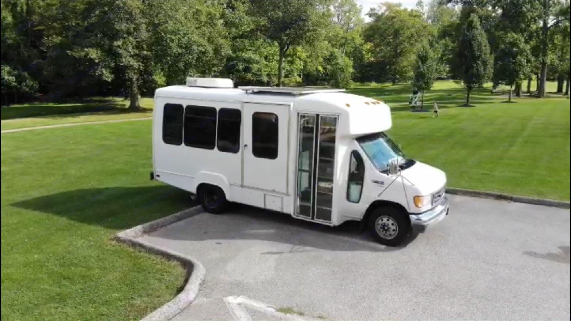 Ford Shuttlebus E450 2003
