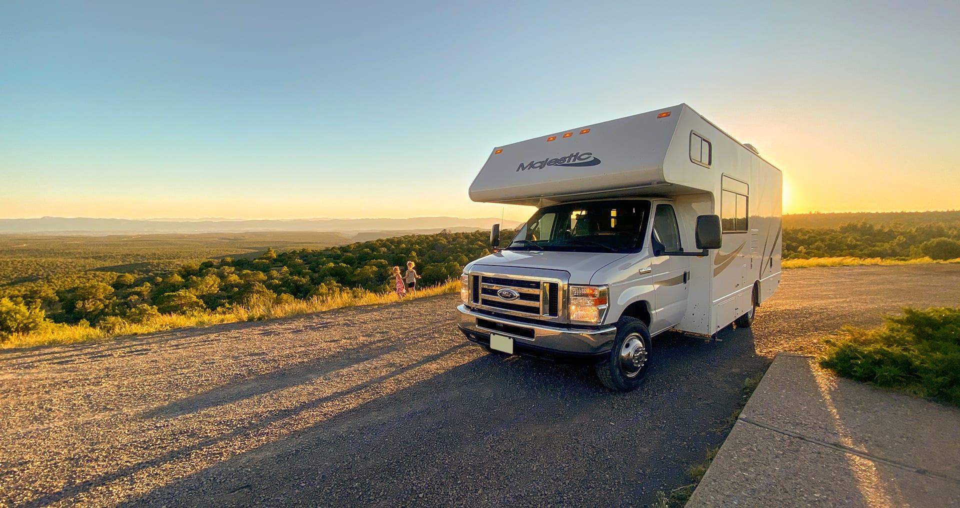 Primary Photo - Arizona Sunset. Thor Motor Coach Four Winds Majestic 2015