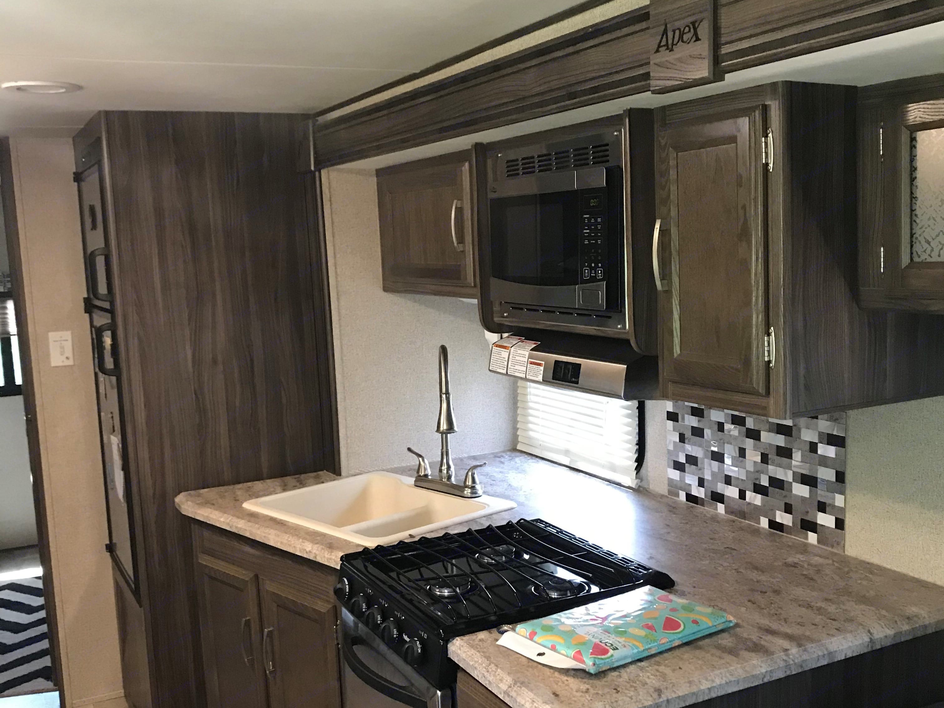Kitchen Counter. Coachmen Apex 2017