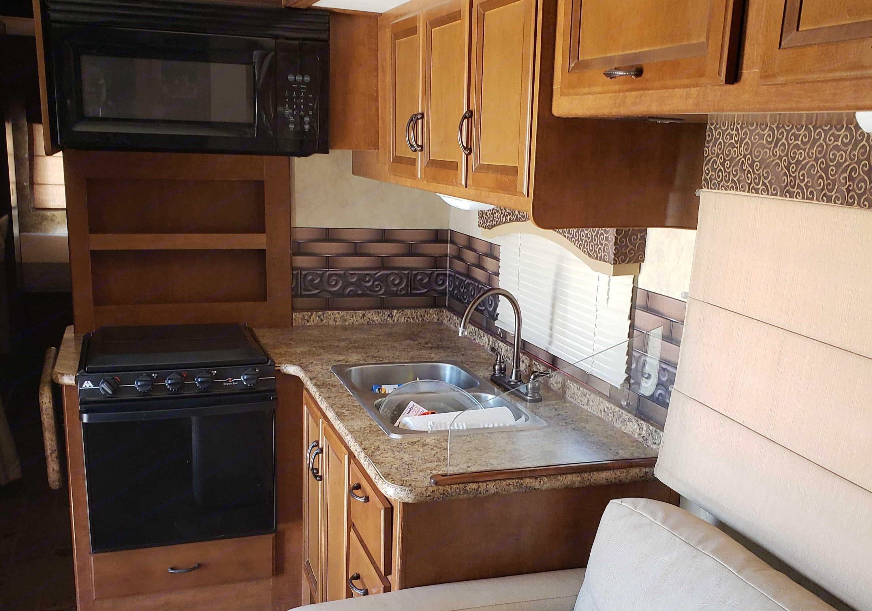 Full Kitchen. Thor Motor Coach Windsport 2014