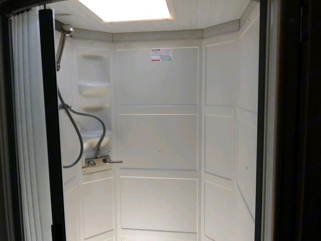Full Shower. Winnebago Micro Minnie 2020