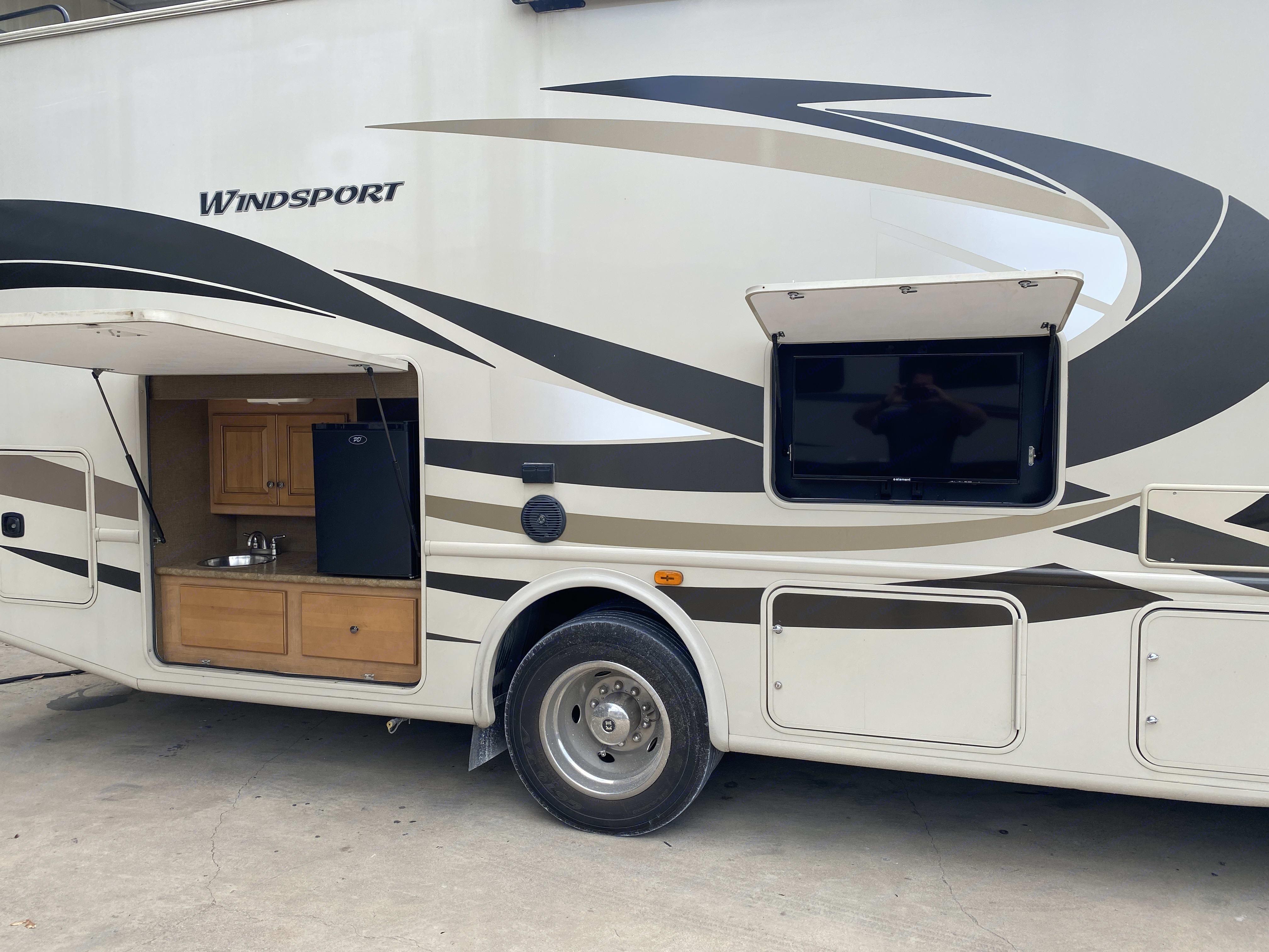 Thor Motor Coach Windsport 2017