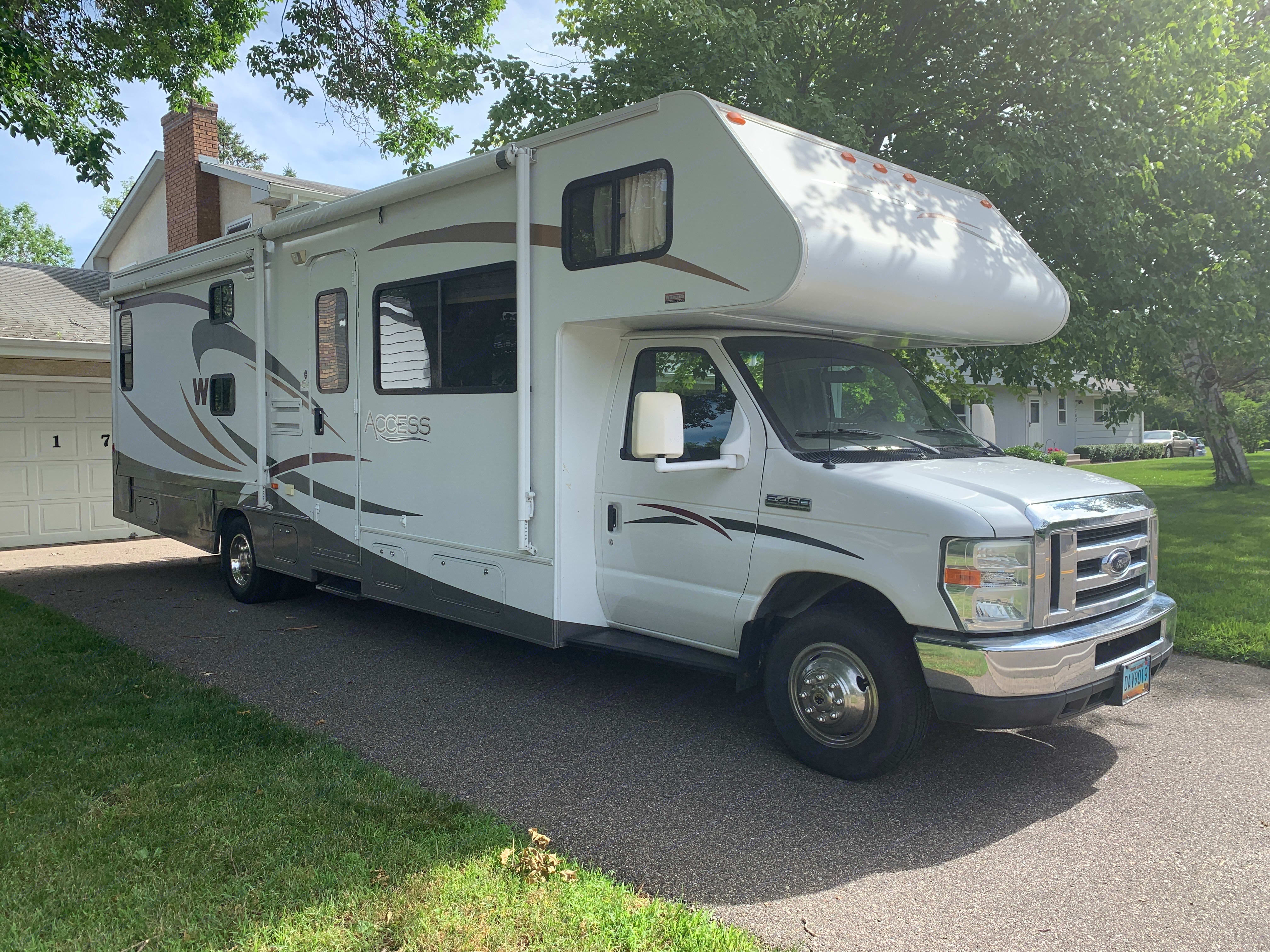 Meet Gladys! A 2008 Winnebago Access with low mileage and tons of sleeping options.. Winnebago Access 2008