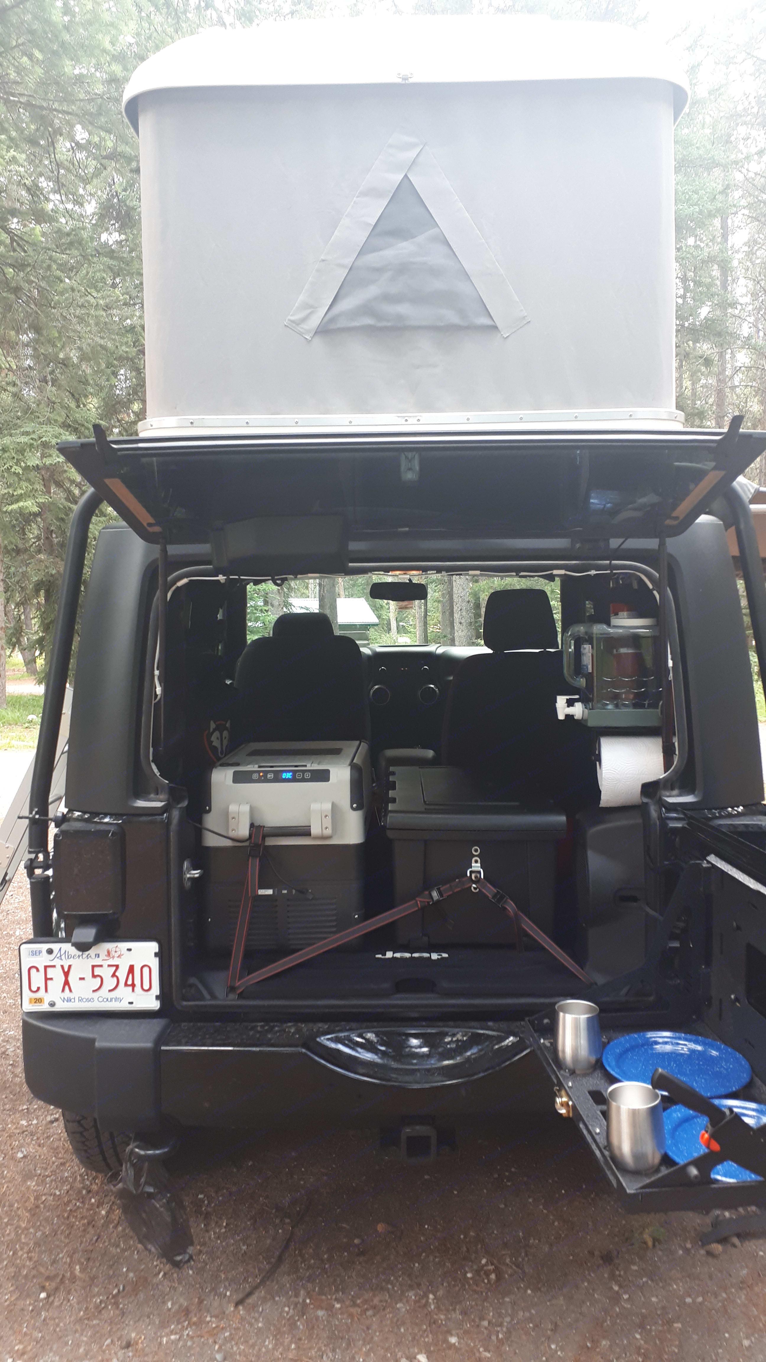 Rear kitchen area. Jeep Wrangler JK 2013