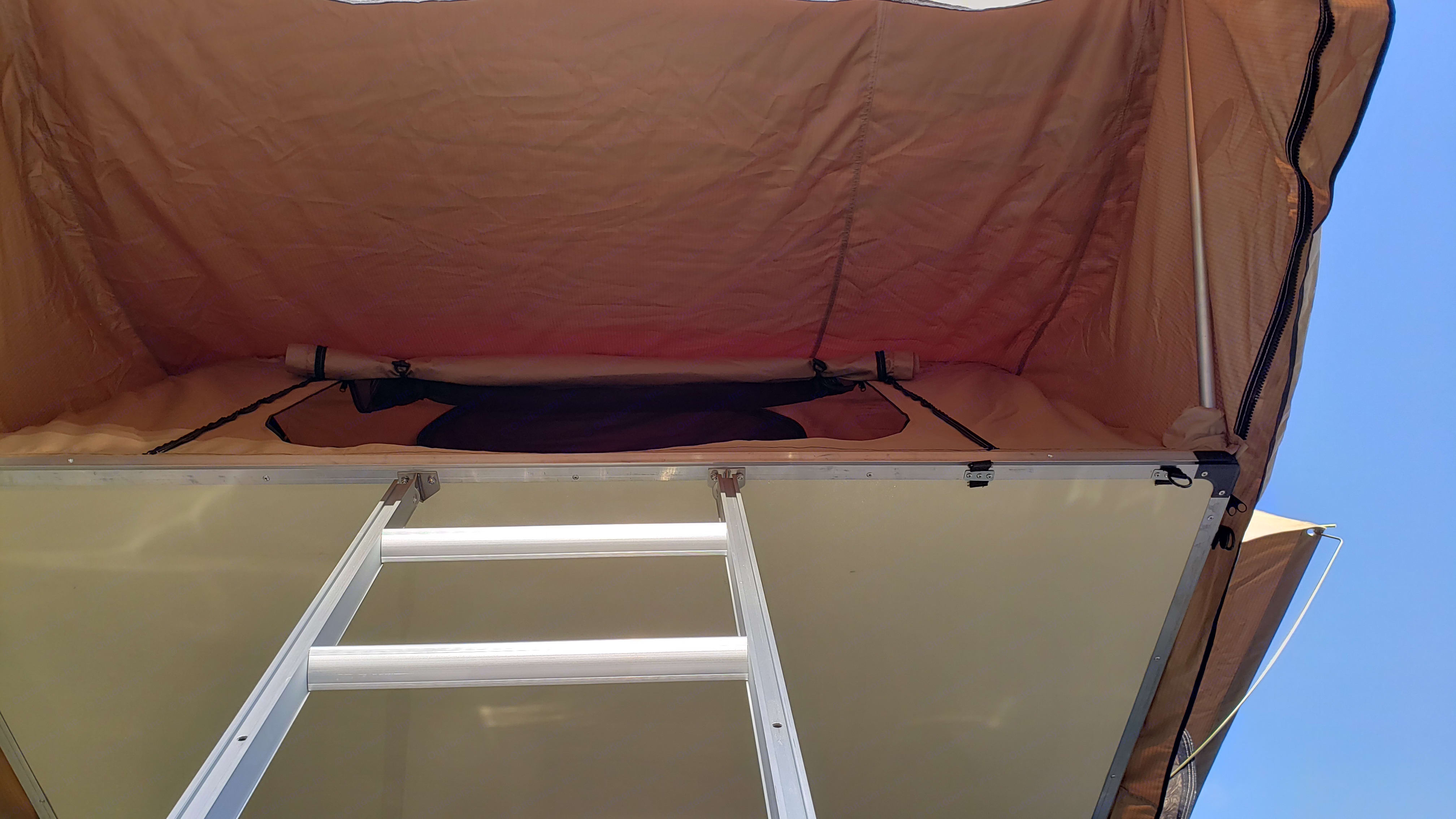 Covered entryway for protection and privacy. Jeep Liberty 2008