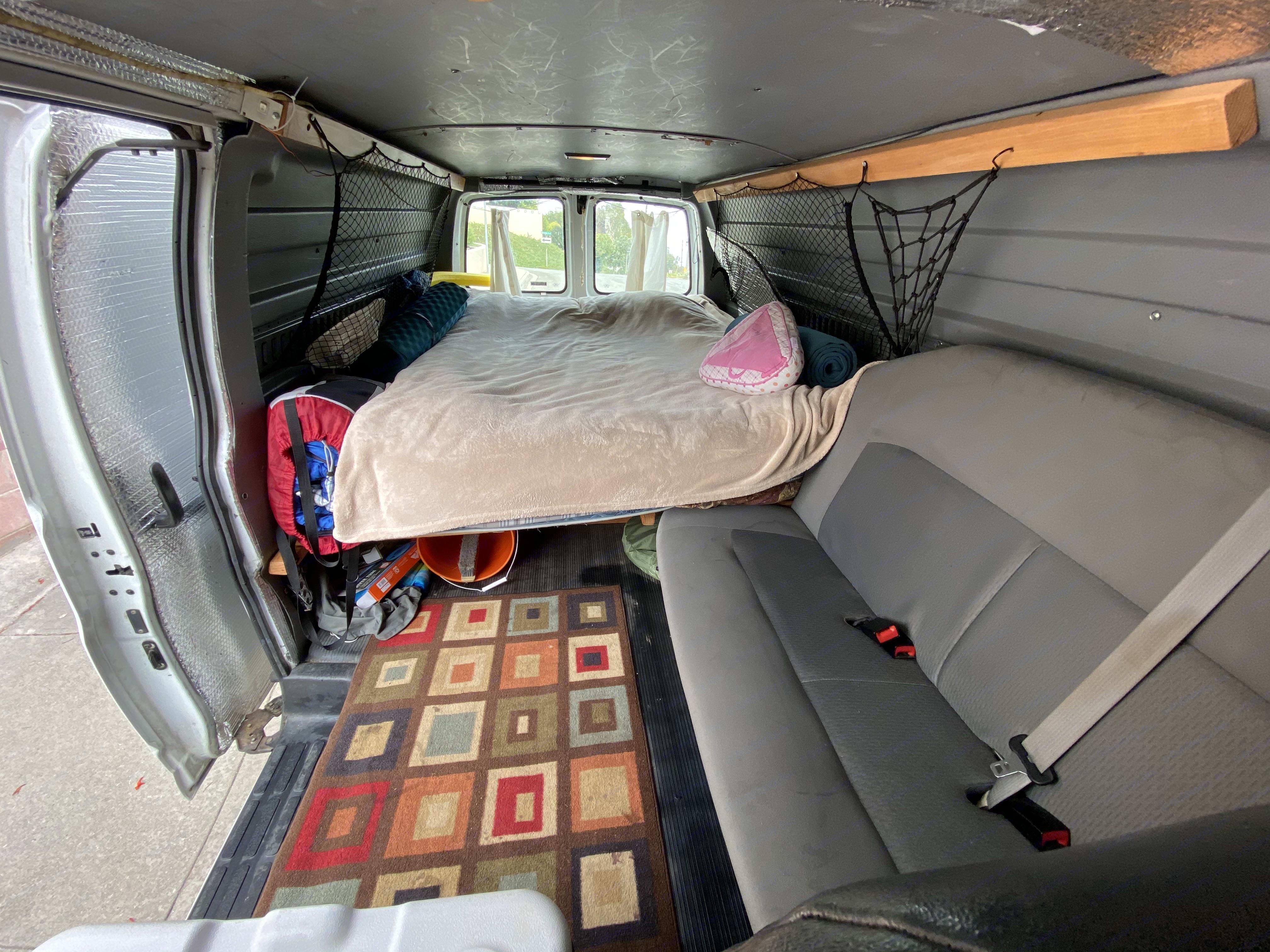 Sleeping area. Chevrolet Express 3500 2000