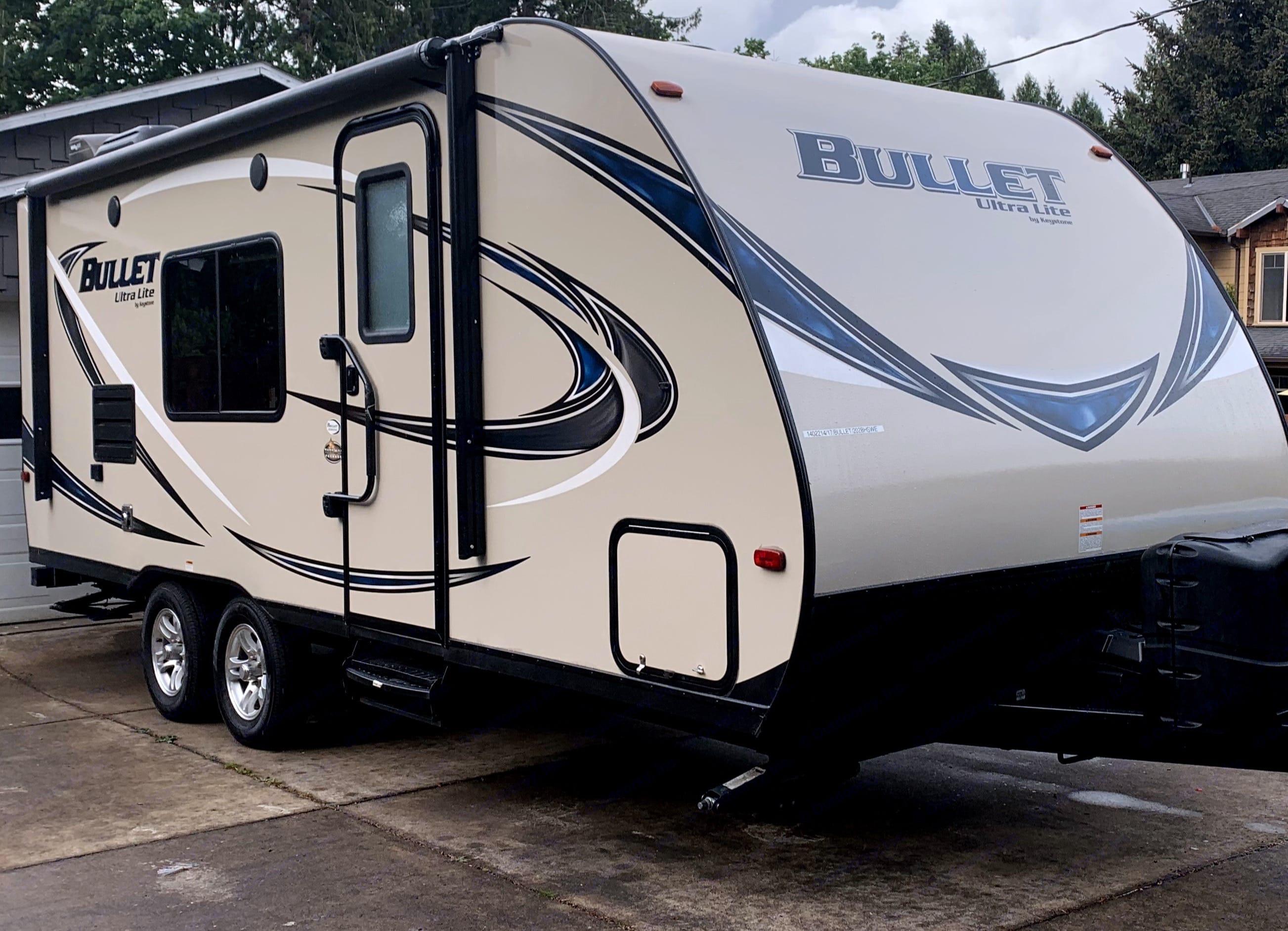 Smooth riding 23ft travel trailer!. Keystone Bullet 2017