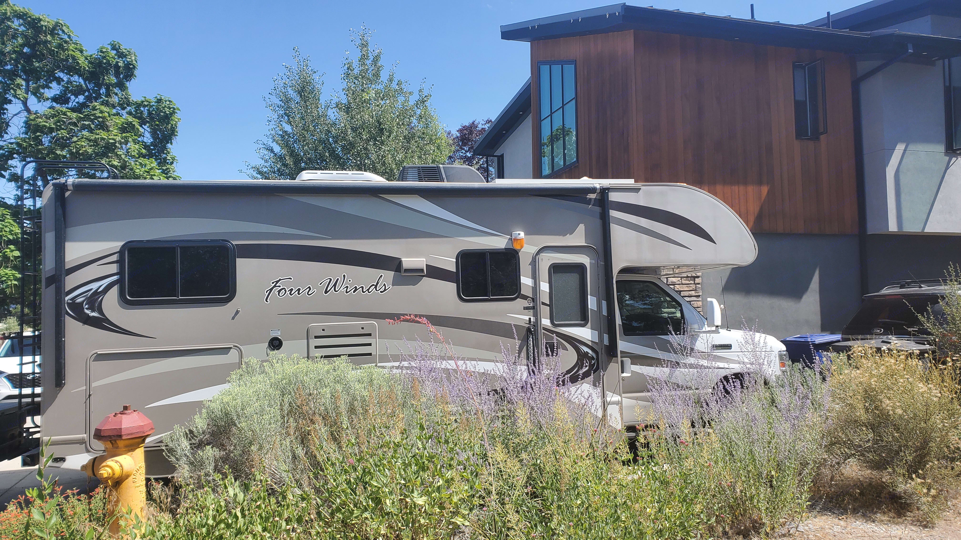 Thor Motor Coach Four Winds 2013