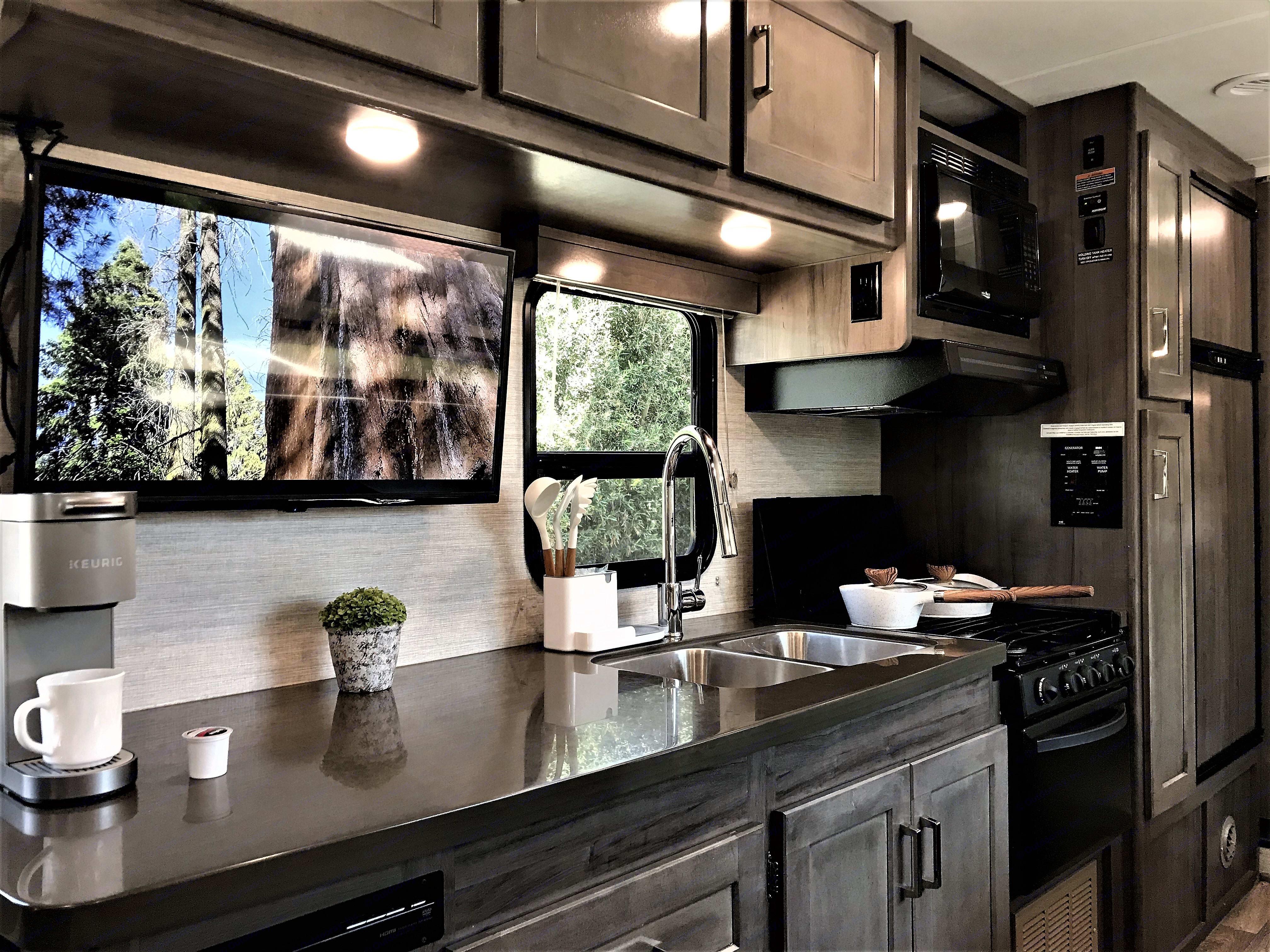 fully stocked kitchen. Winnebago Minnie Winnie 2020