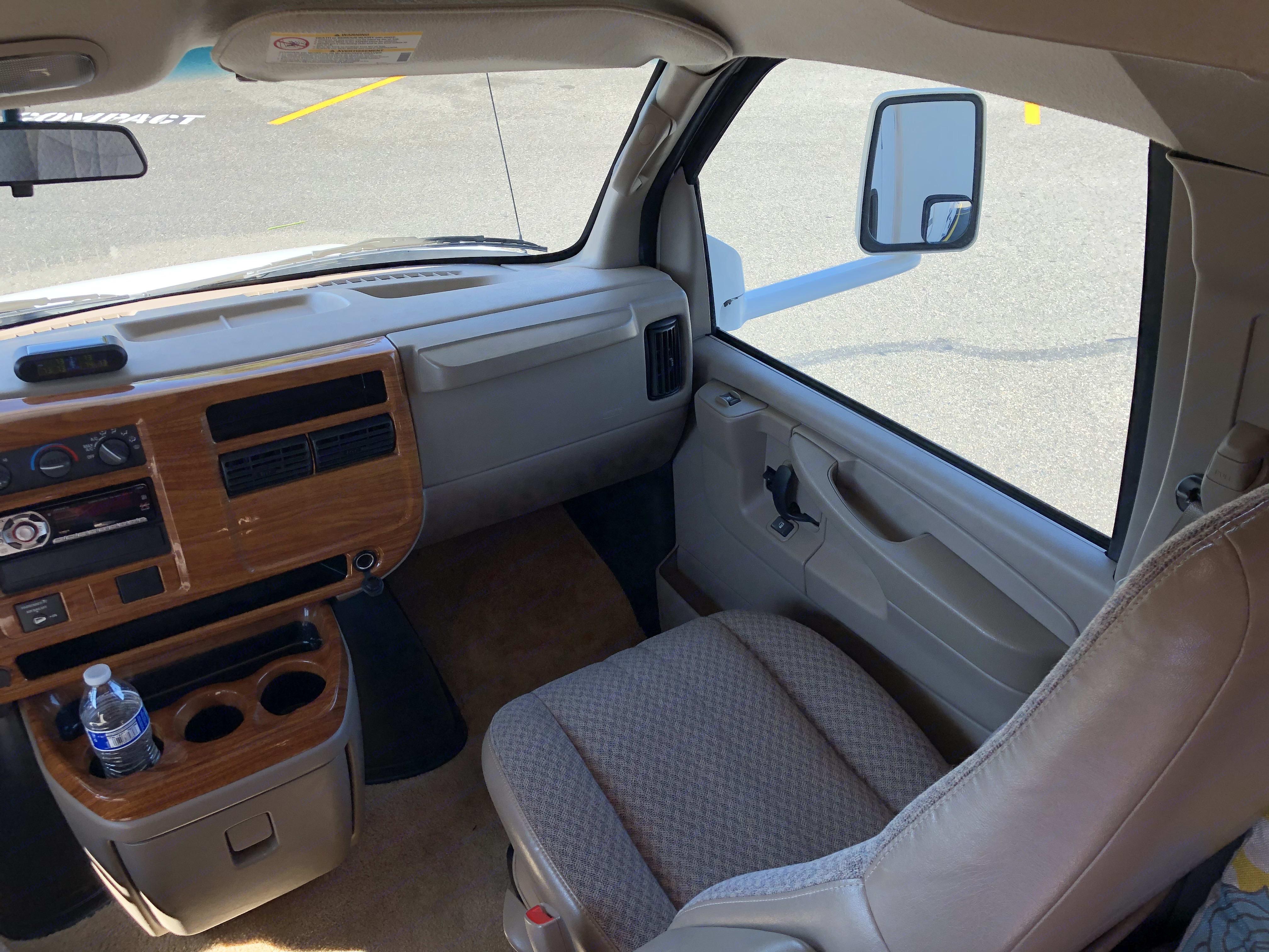 Passenger Seat. Chevrolet 28AFourWindFive-Thousand 2005