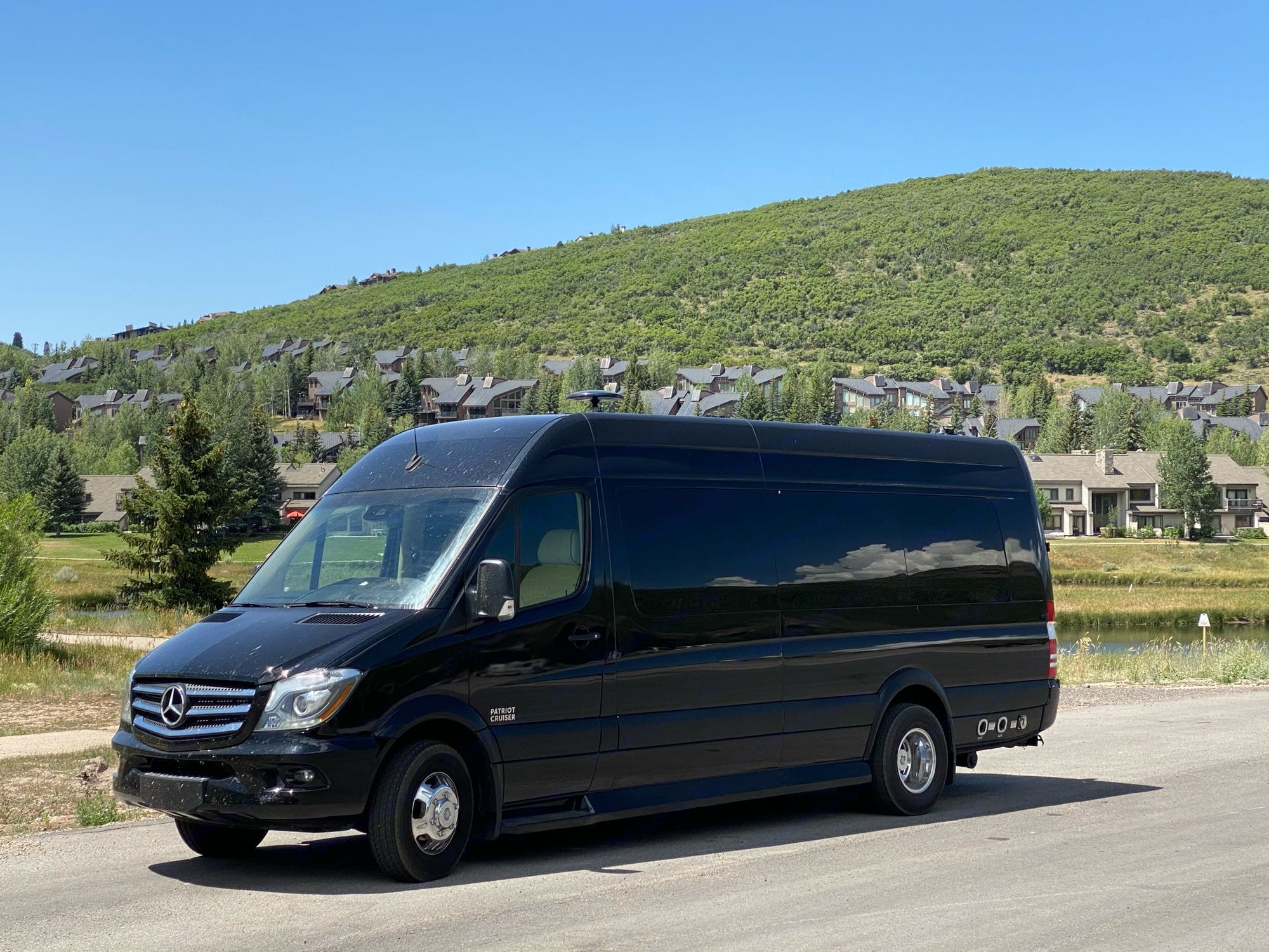 Spacious van is easy to drive while providing lots of extra room and comfort for all passengers. American Coach Patriot Cruiser 2019