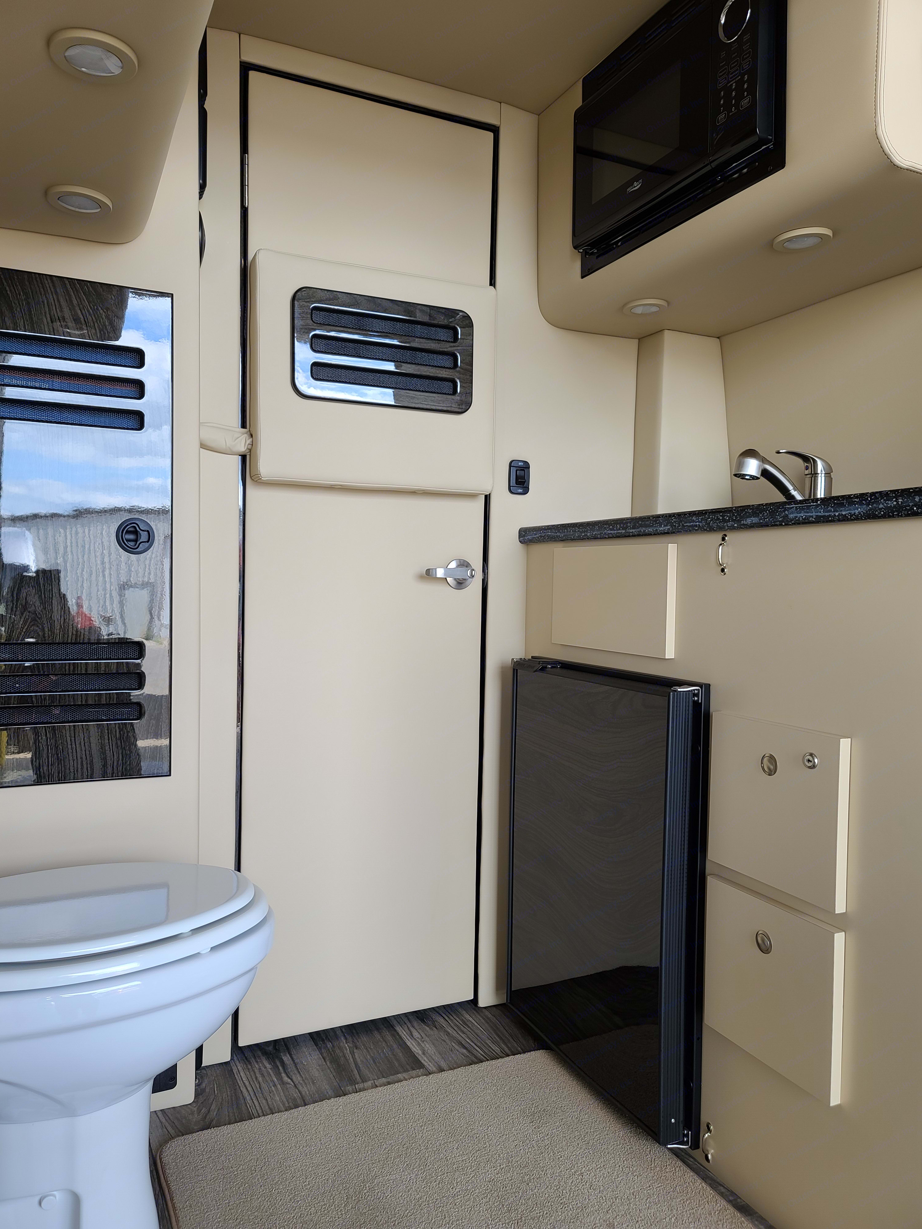 Rear Restroom with refrigerator & microwave. Ultimate Toys Presidential W/ Bath 2021