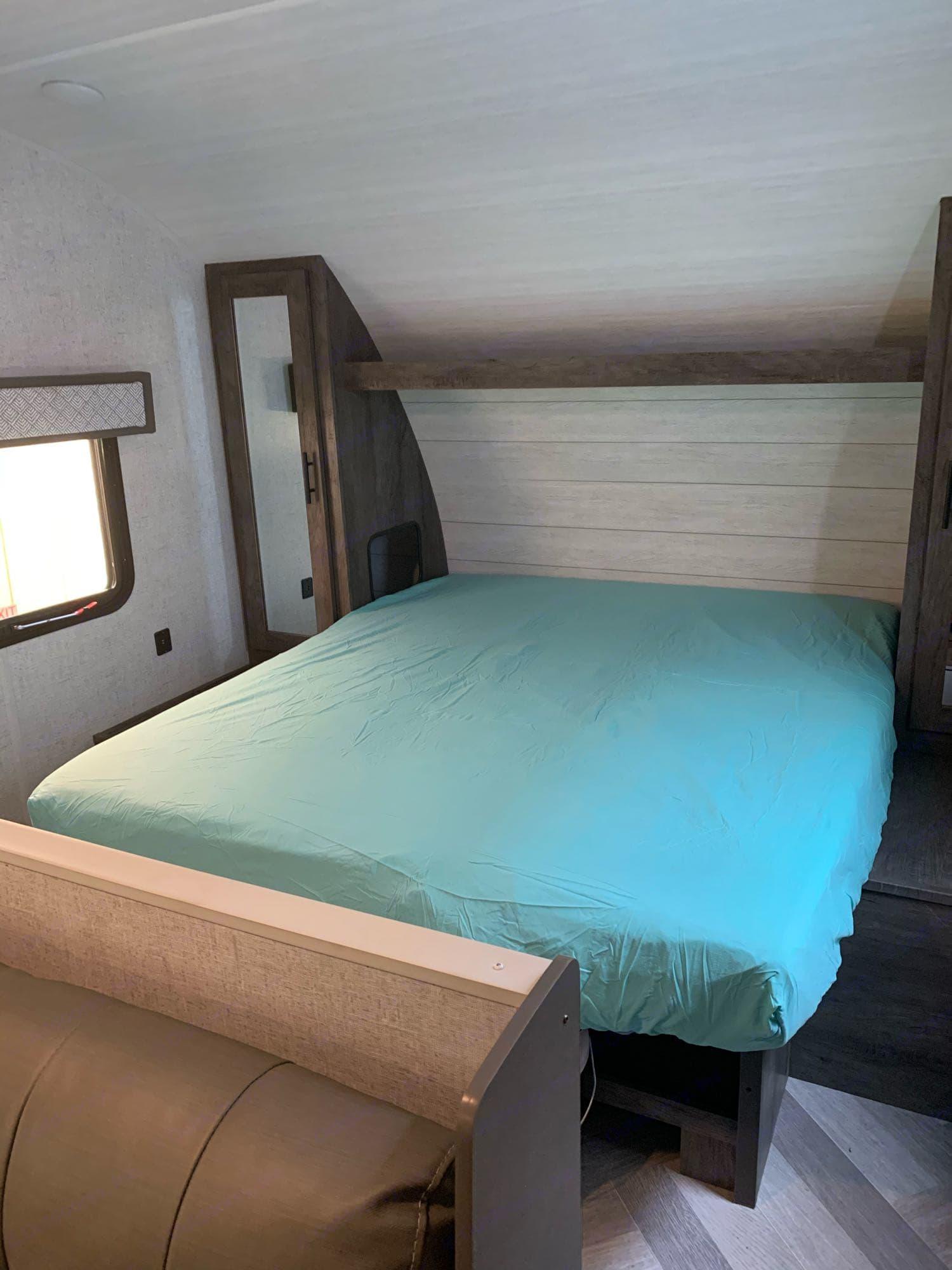 queen bed. Forest River Wildwood X-Lite 2021
