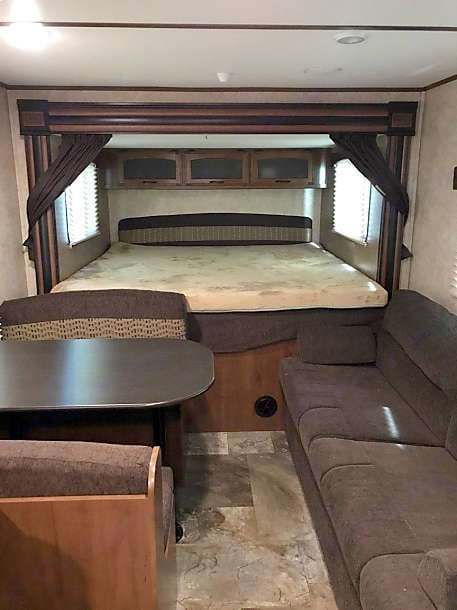 king bed, Dinette and couch. Jayco Jay Feather 2016