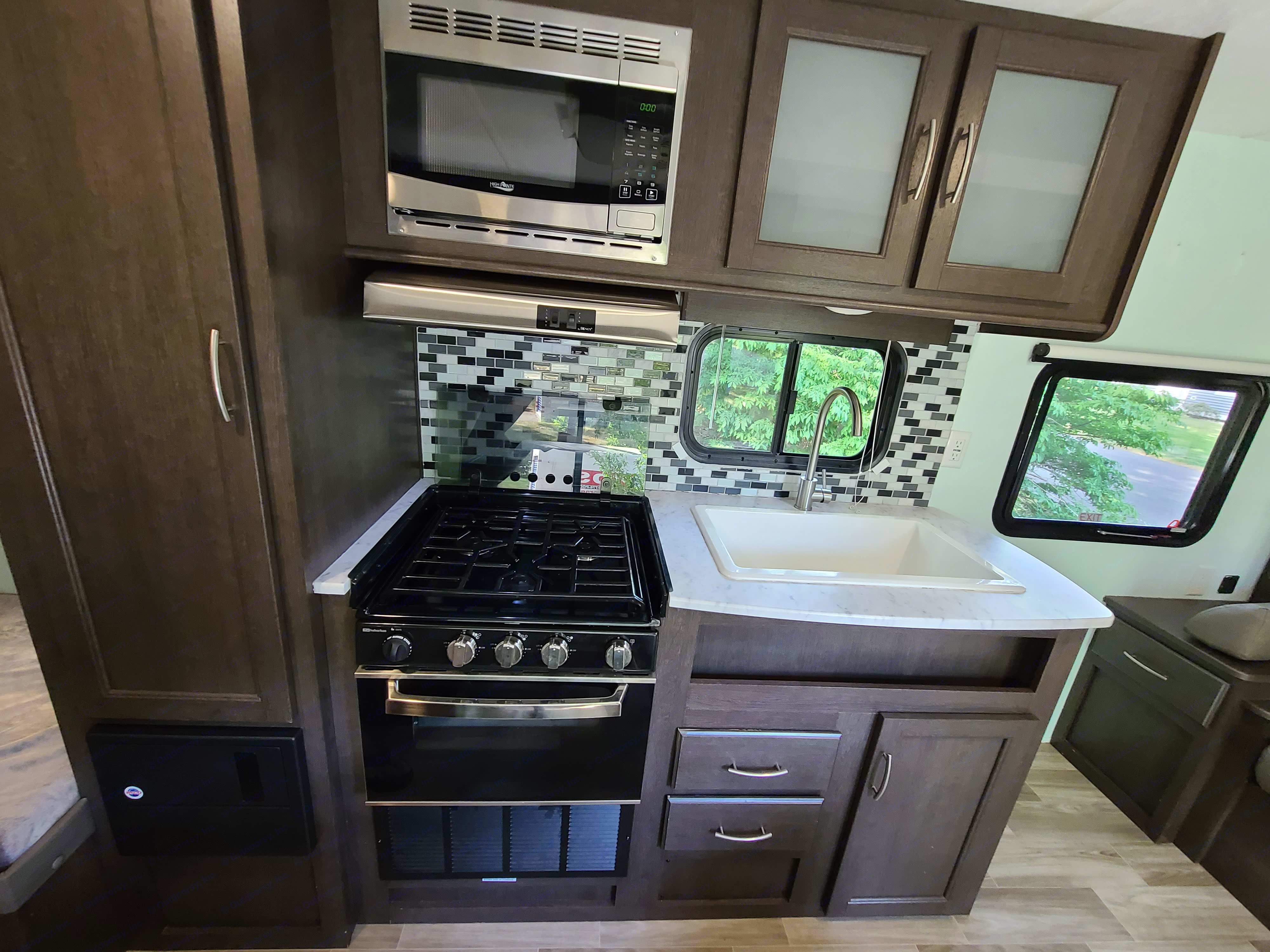 3 burner gas stove, gas oven, microwave, and farm style sink. Plates, pots and pans, and silverware available.. Forest River Cruise Lite 2019