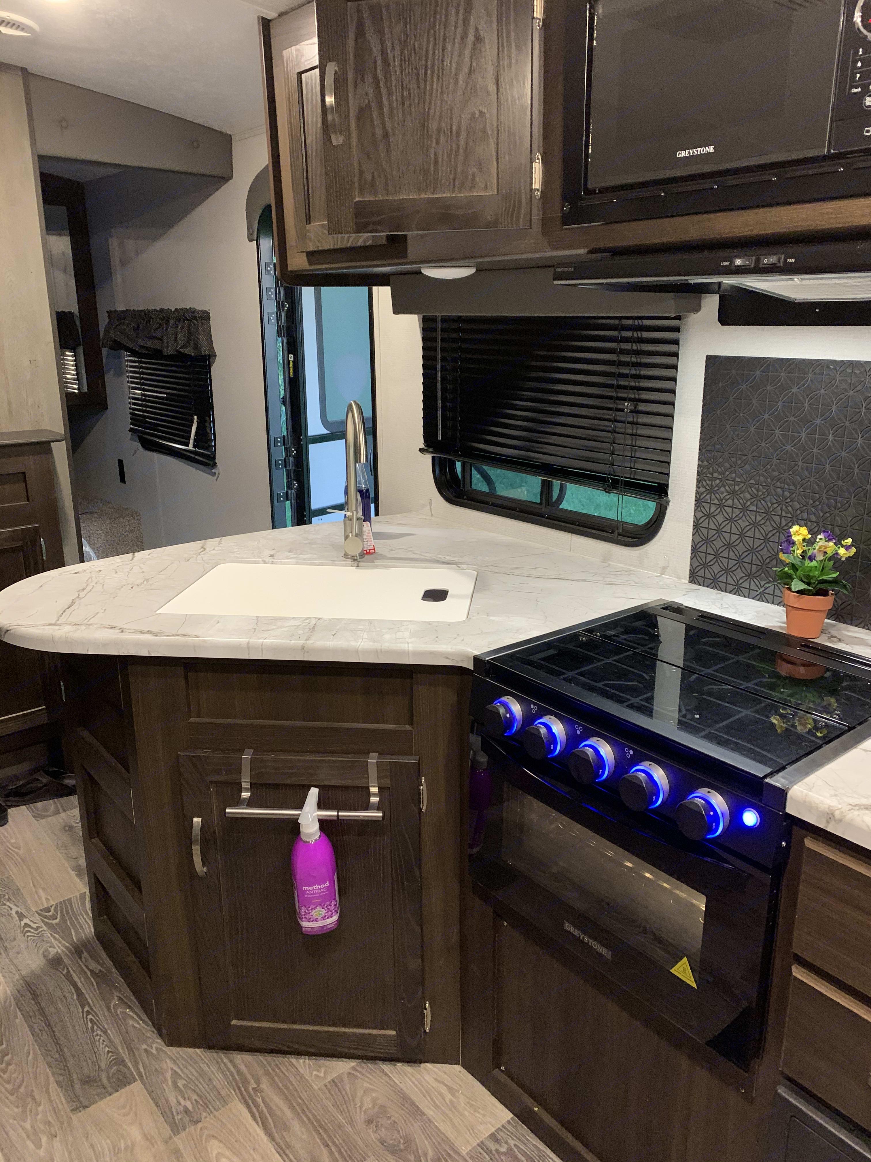 Kitchen area. Keystone Springdale 2021
