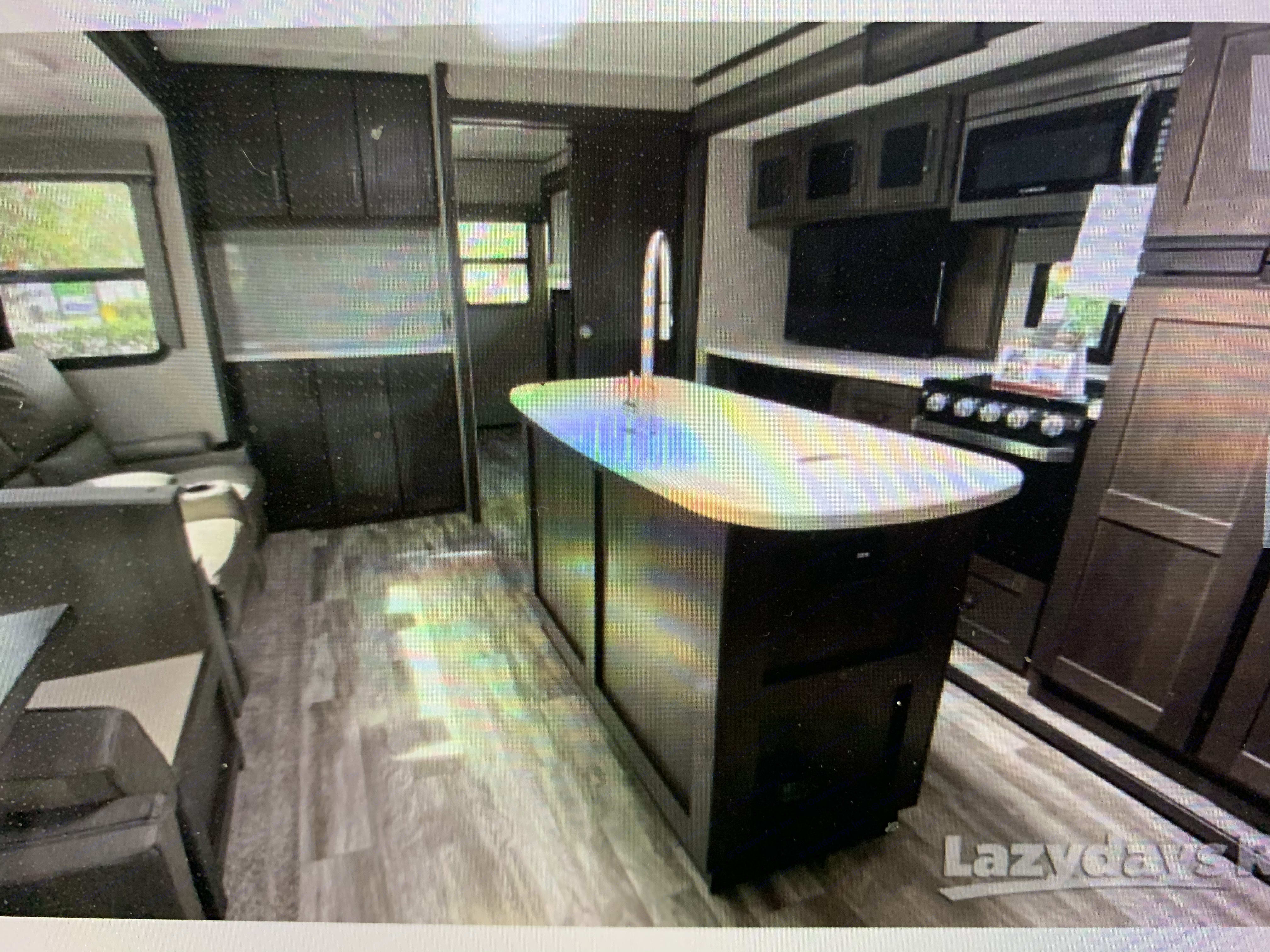 Kitchen with Island. Grand Design Reflection 2021
