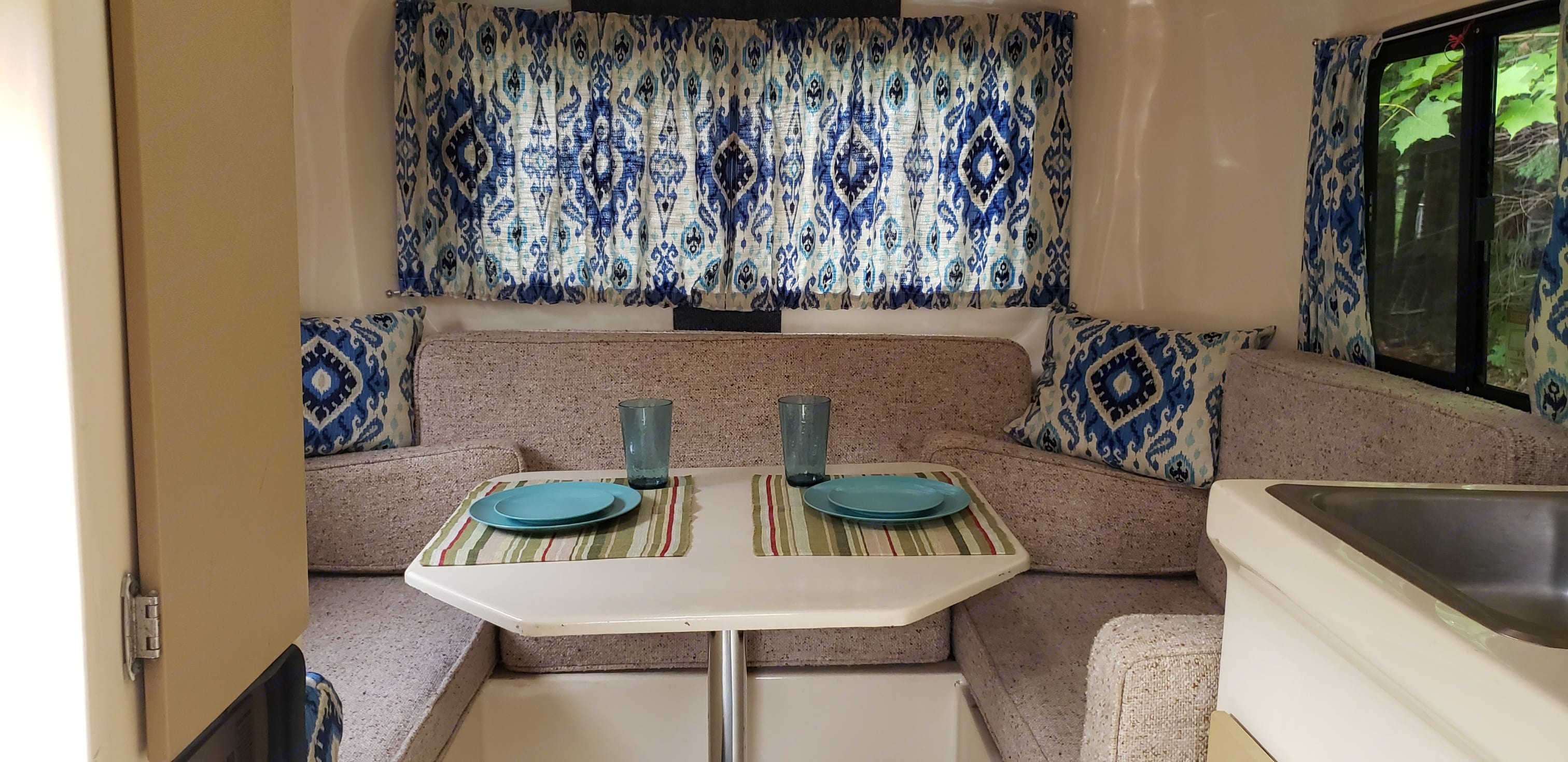 Nice place to dine in. U-Haul CT13 1984