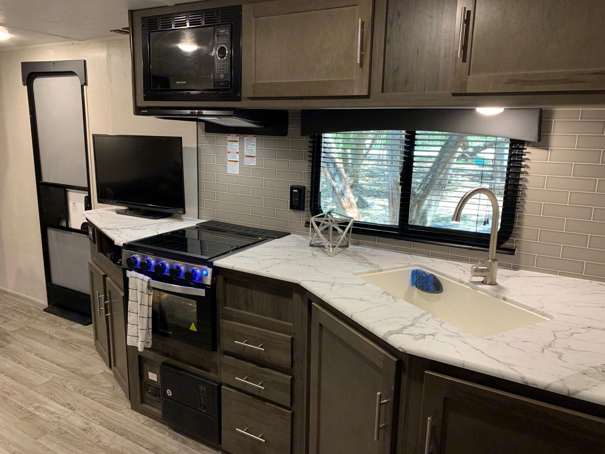 Full Size Kitchen. Coachmen Viking 2020
