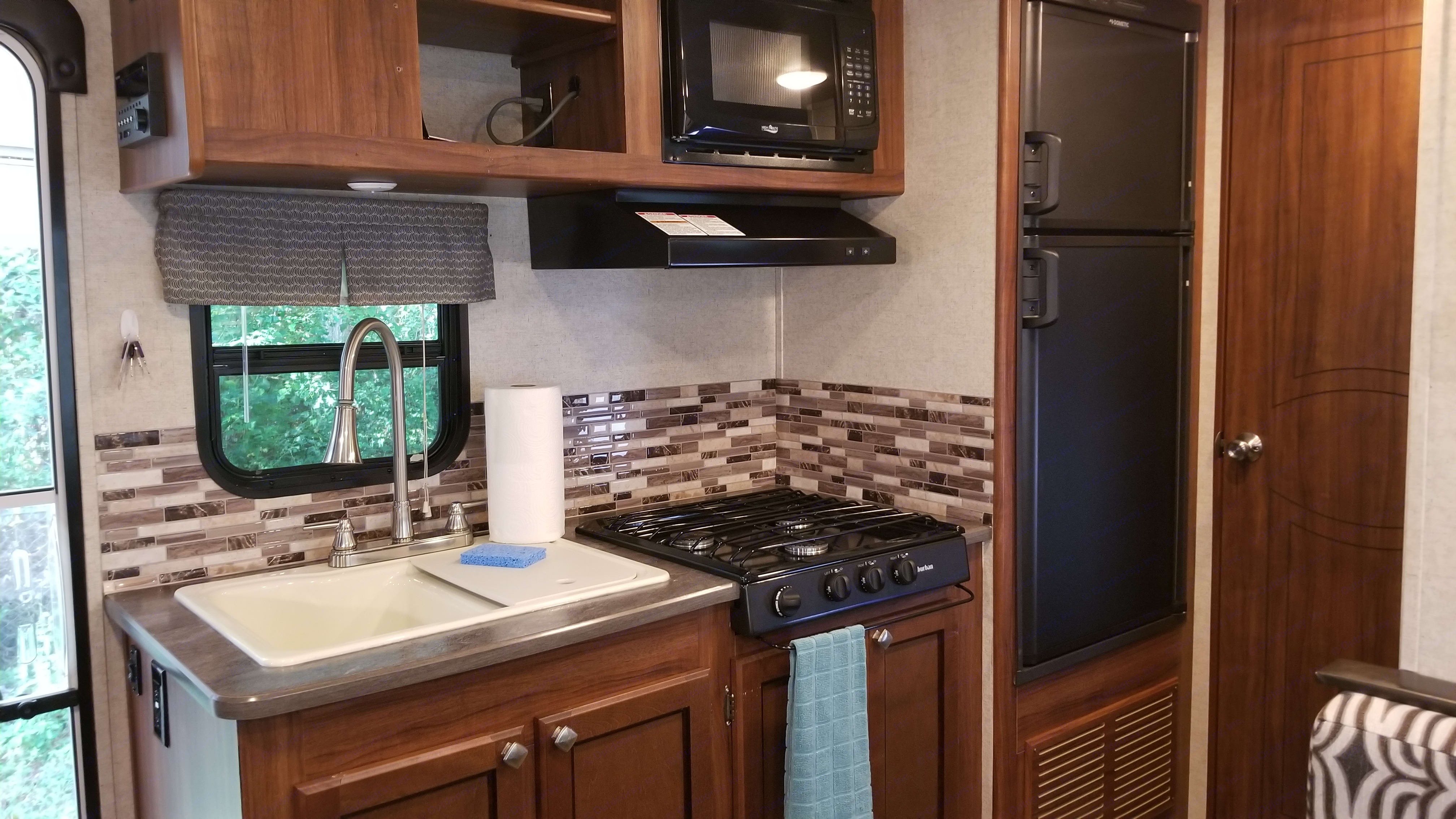 Enjoy the comforts of a modern kitchen, including a full sized camper fridge!. Heartland Mallard 2018