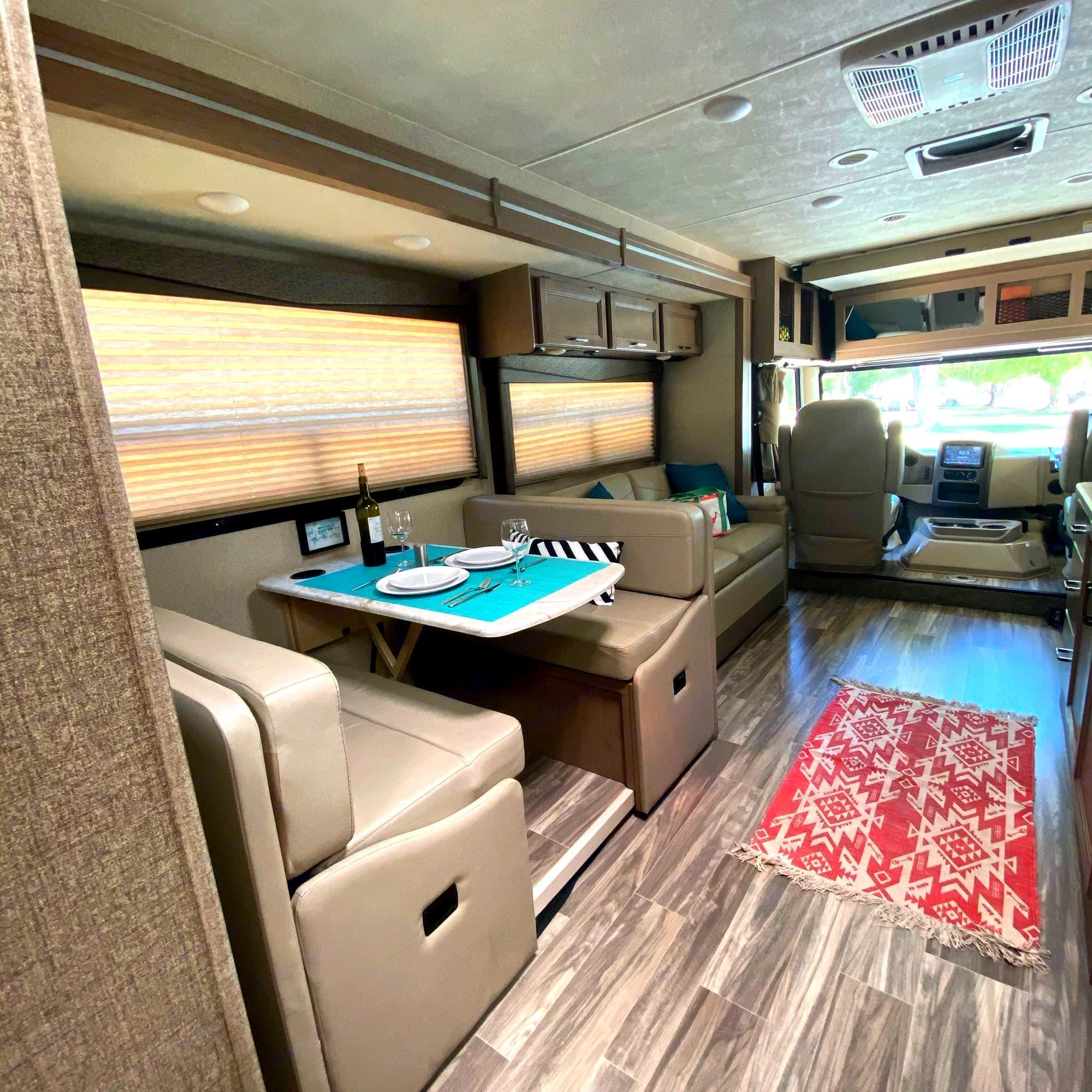 Living space. Thor Motor Coach A.C.E 2020