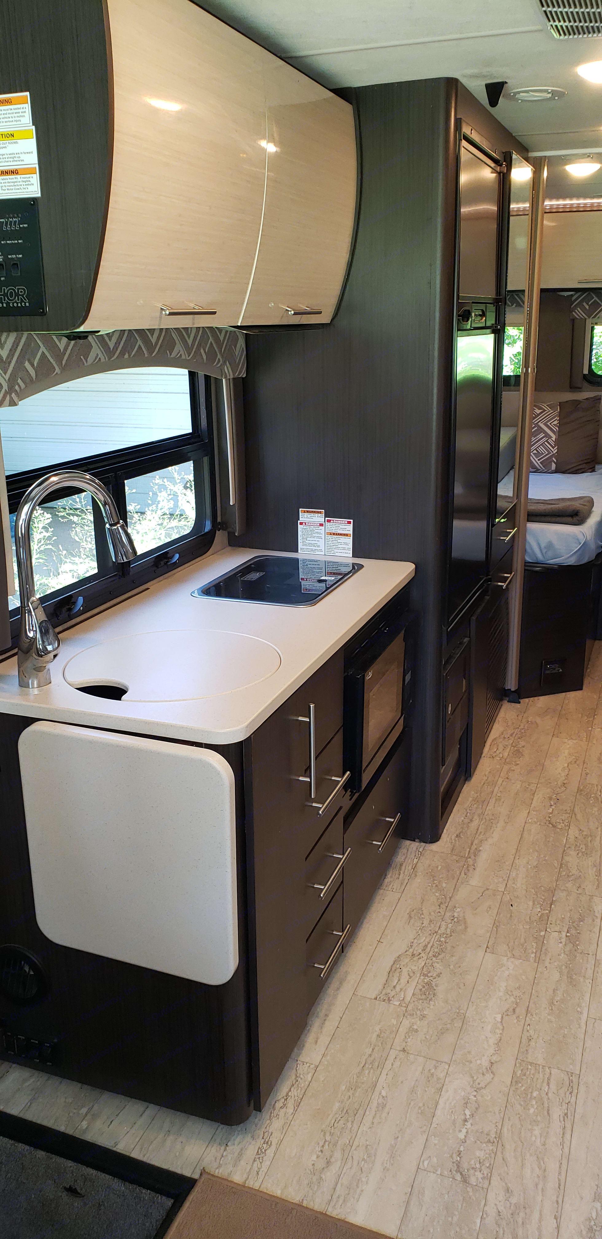 Kitchen. Thor Motor Coach Axis 2018