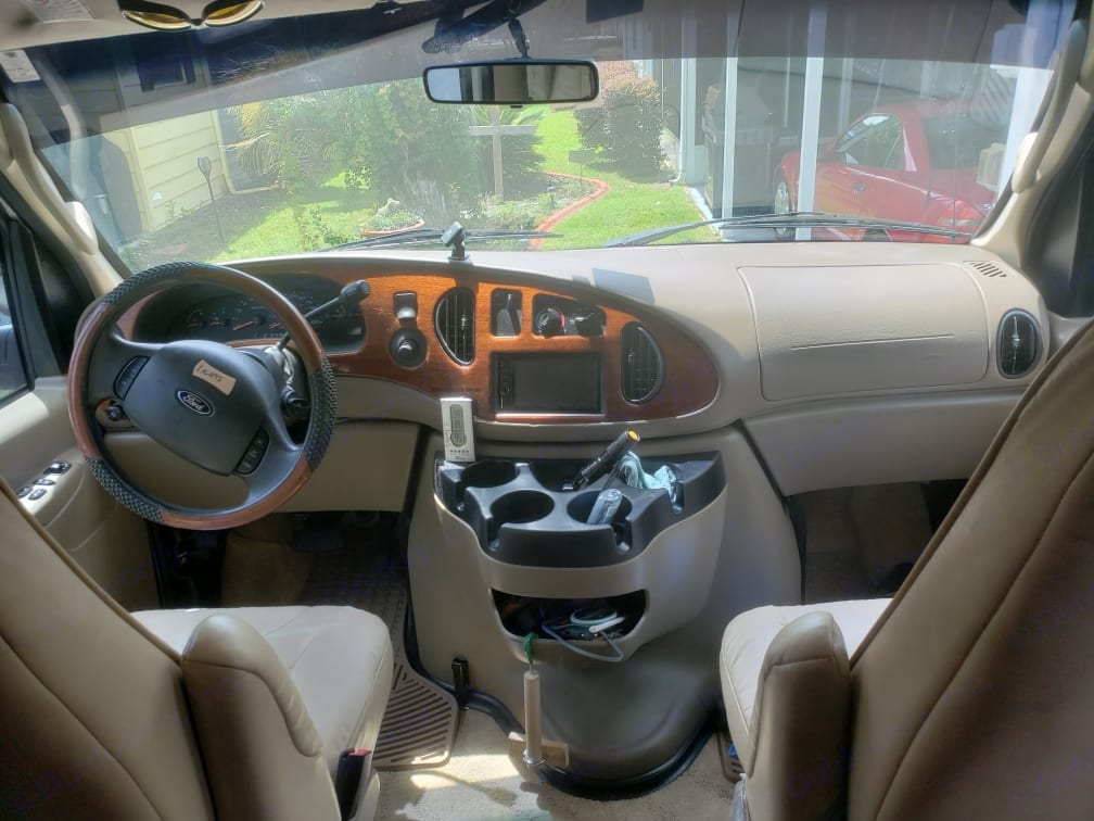 Front cabin,driver/passenger. Pleasure Way Excel-TS 2007